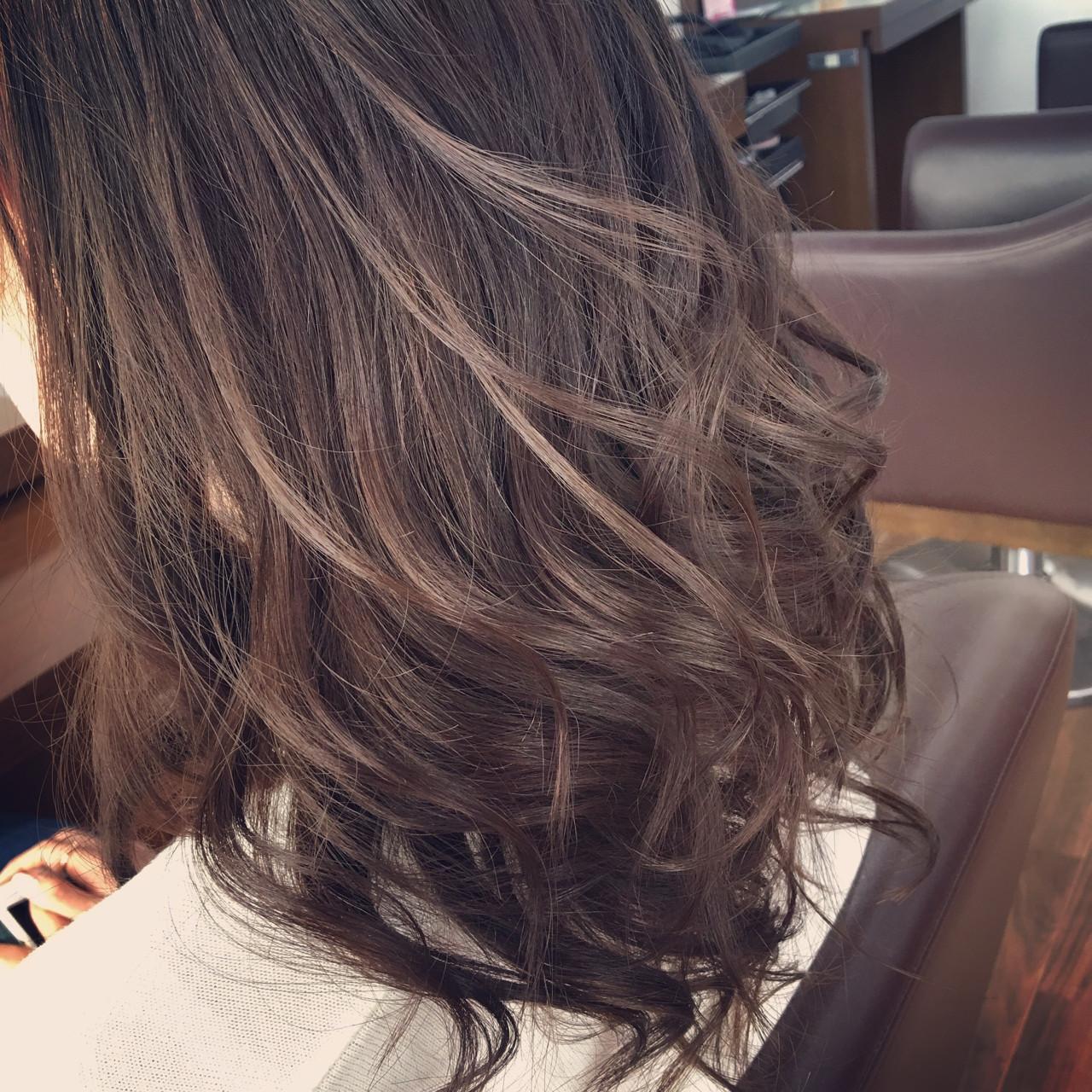 セミロング ストリート 暗髪 アッシュ ヘアスタイルや髪型の写真・画像