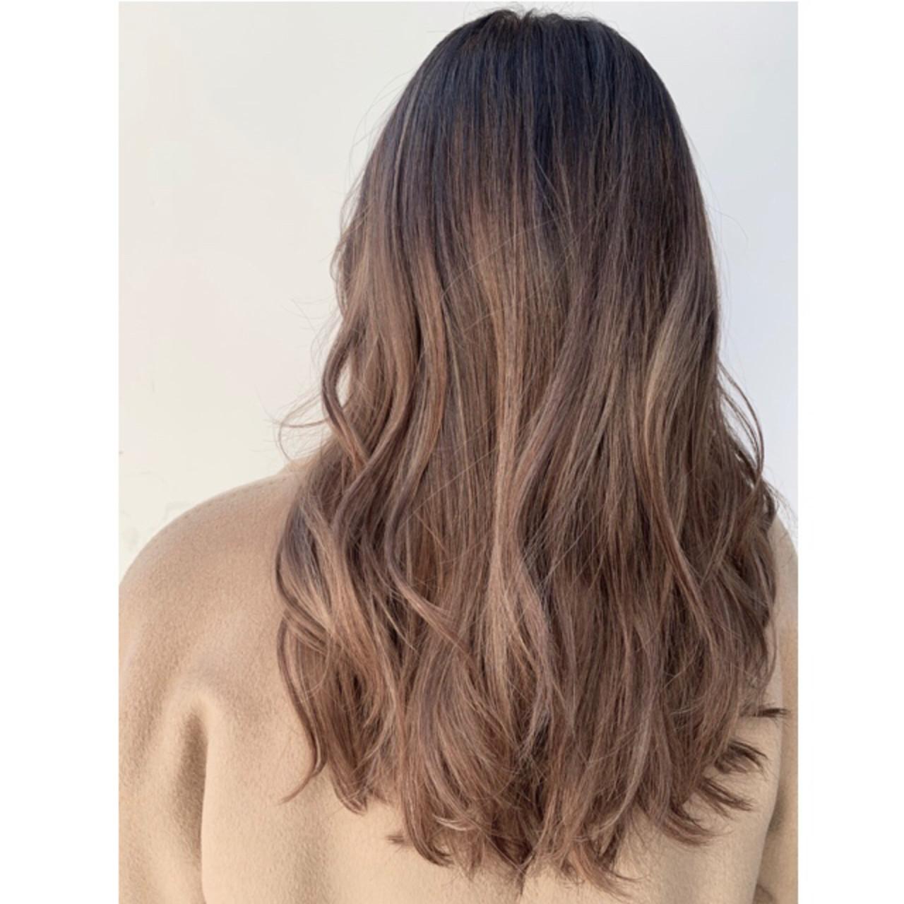 エレガント バレイヤージュ グレージュ ハイライト ヘアスタイルや髪型の写真・画像