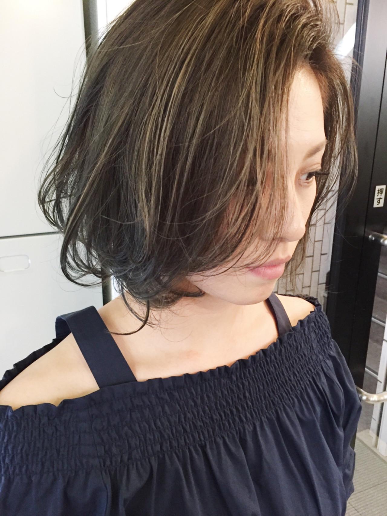 アンニュイ 外国人風 黒髪 ウェーブ ヘアスタイルや髪型の写真・画像