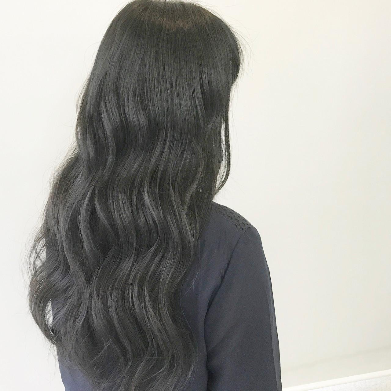 暗髪 リラックス ナチュラル 巻き髪 ヘアスタイルや髪型の写真・画像