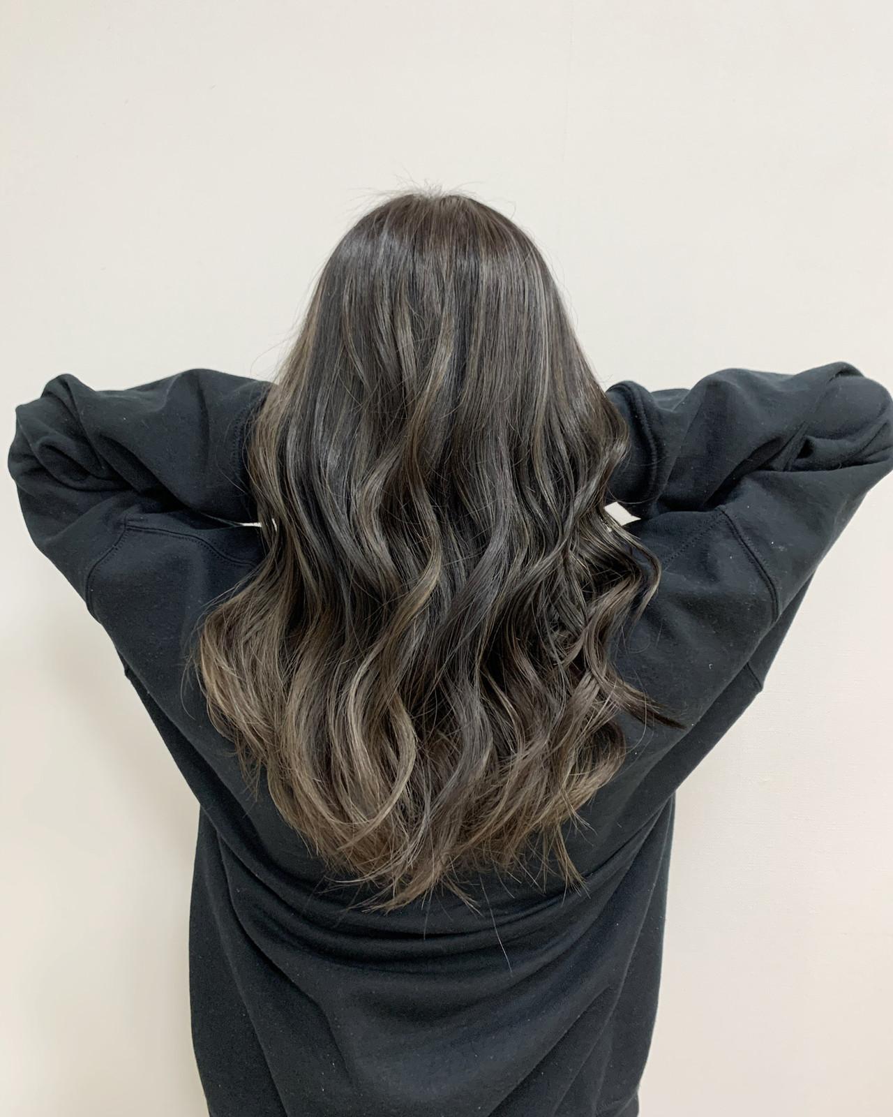 ハイライト セミロング 大人ハイライト グレージュ ヘアスタイルや髪型の写真・画像 | 深見 拓/ハイライト / soin de brace 大日店