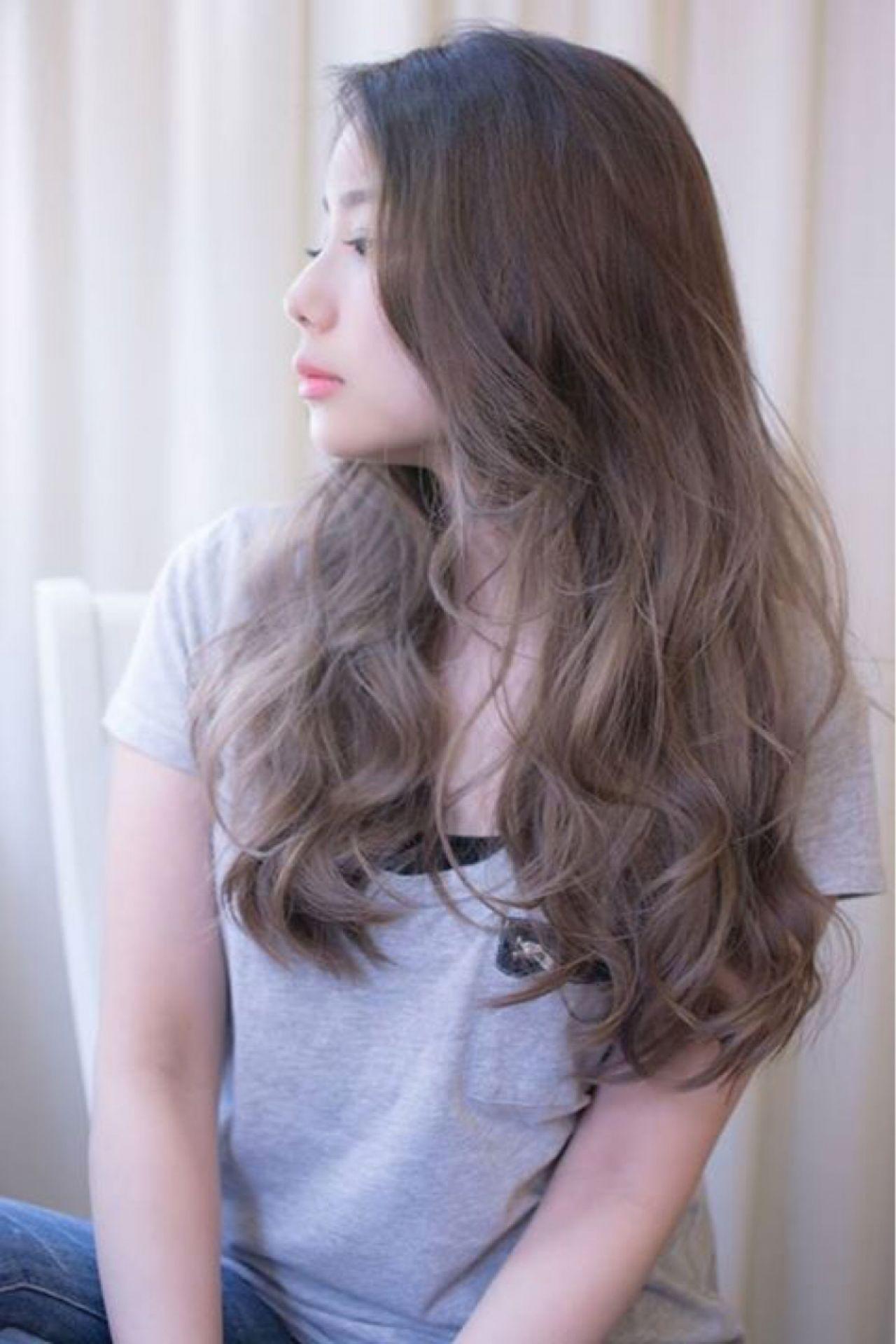 グラデーションカラー グレージュ ブルーアッシュ アッシュグレージュ ヘアスタイルや髪型の写真・画像
