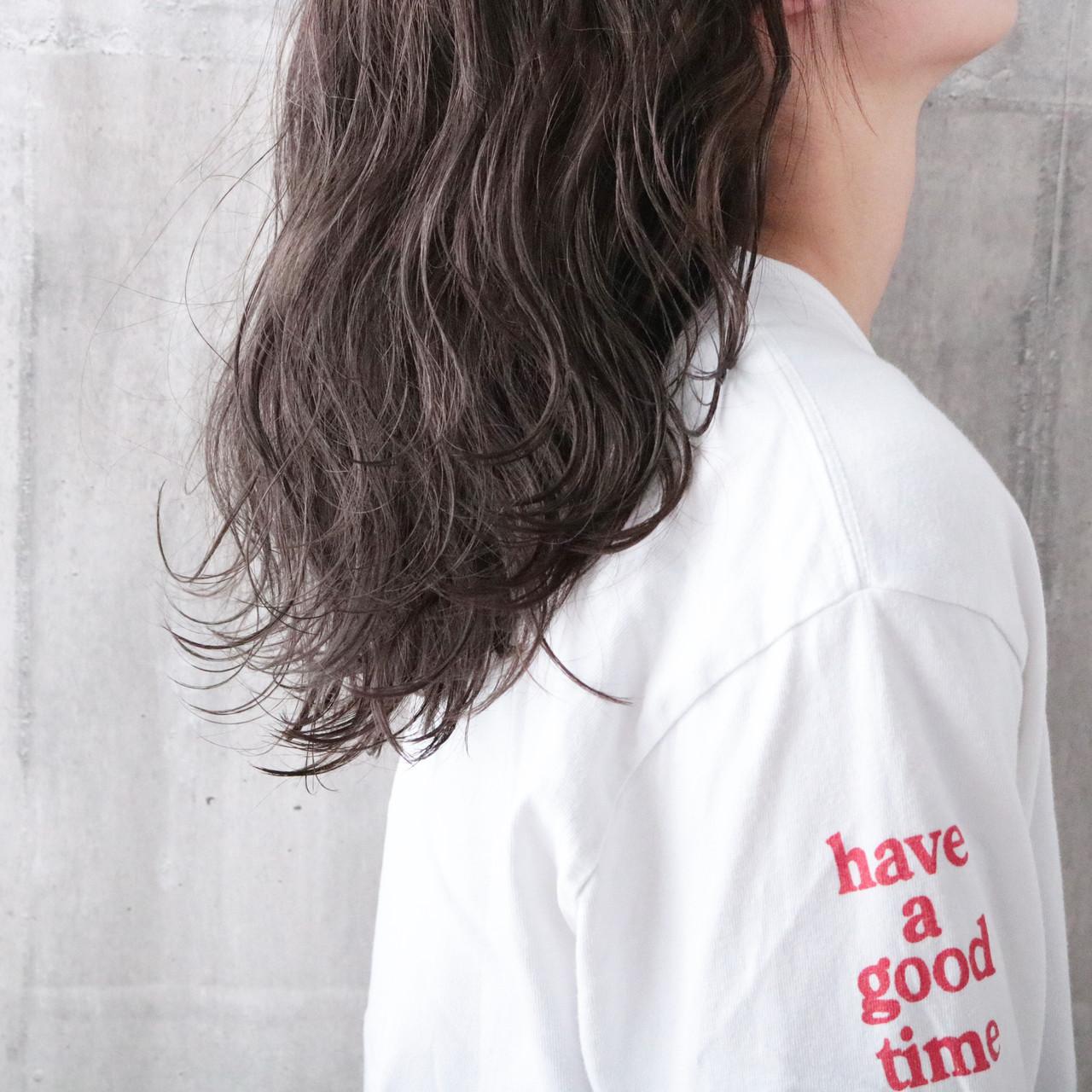 外国人風カラー ミルクティーグレージュ パーマ ミルクティーベージュ ヘアスタイルや髪型の写真・画像