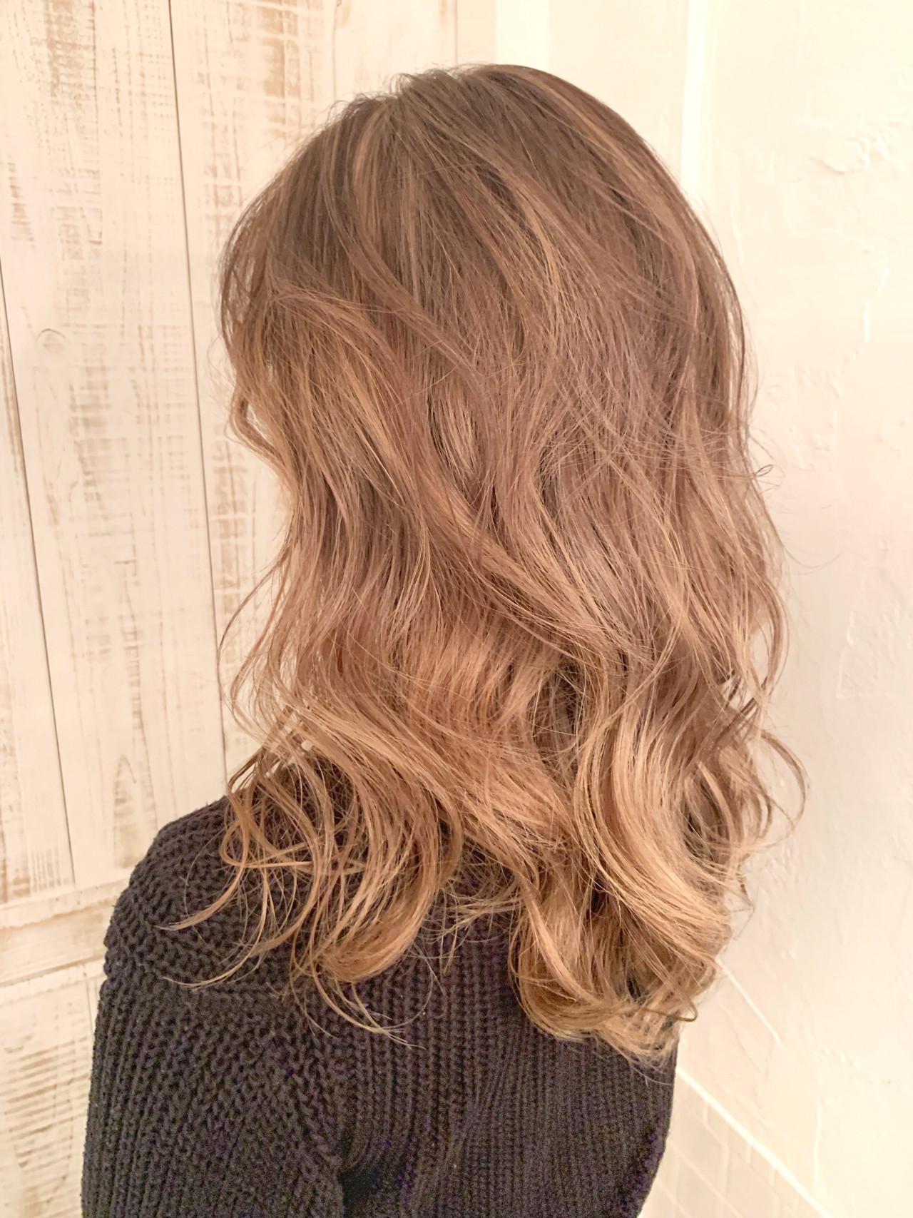パーマ ヘアアレンジ フェミニン ロング ヘアスタイルや髪型の写真・画像