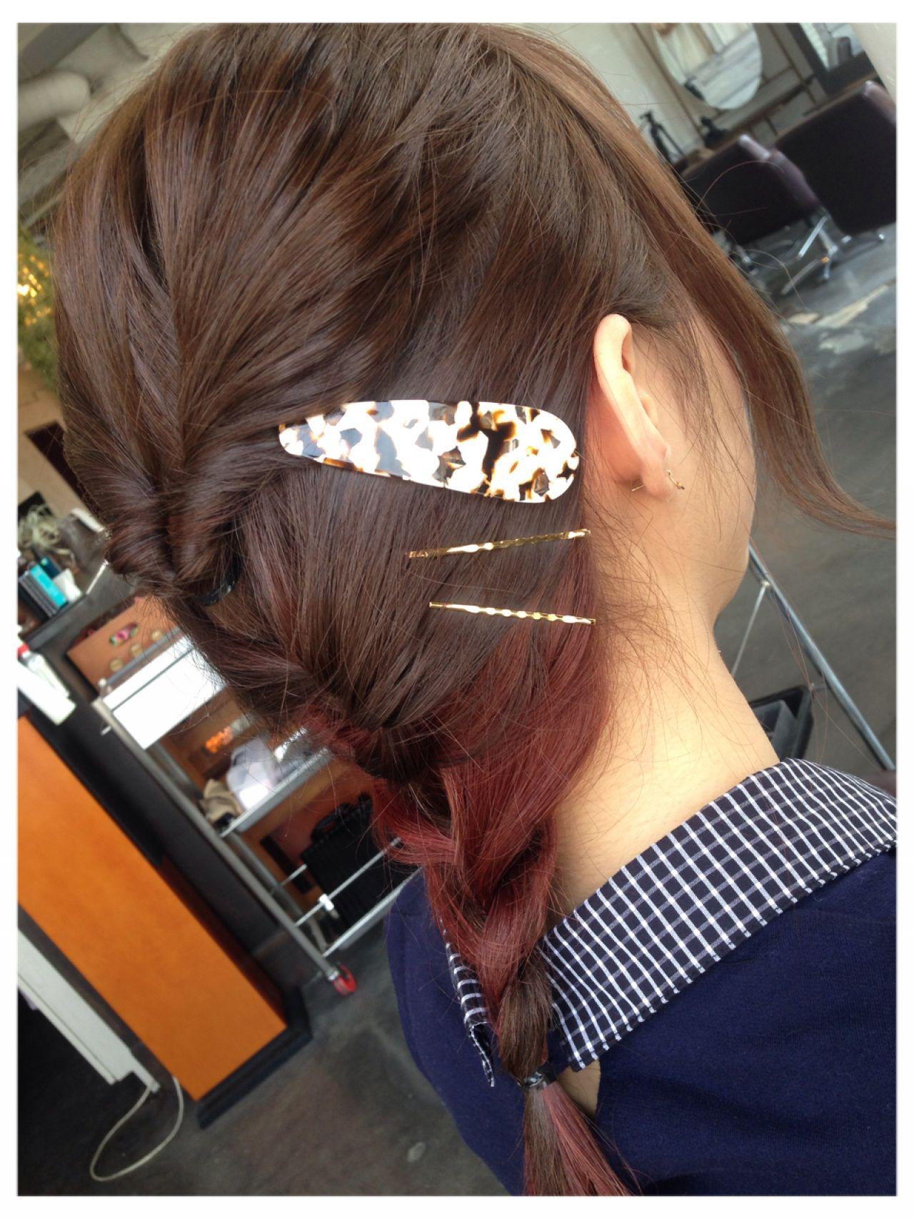 後ろでくるりんぱして、その下の毛をあみこんだだけの簡単ヘアアレンジ♪あみこみするとインナーカラーが見えてかわいいです*