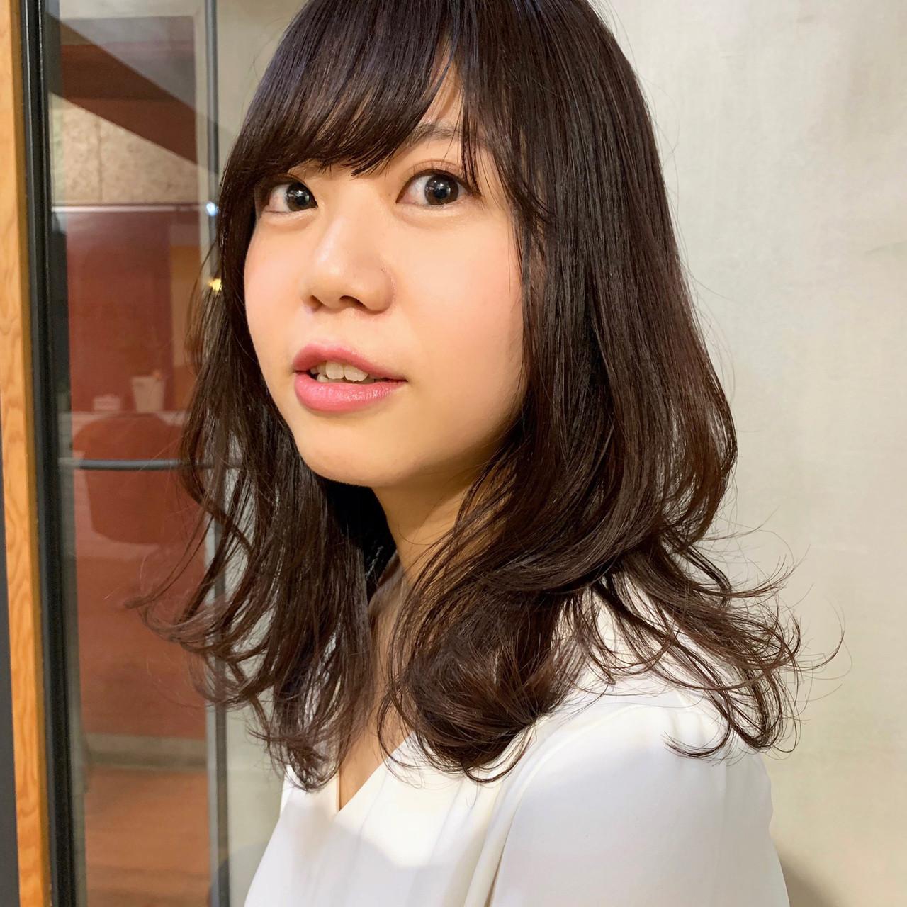 セミロング オフィス ナチュラル アンニュイほつれヘア ヘアスタイルや髪型の写真・画像 | 上川美幸 / carlm