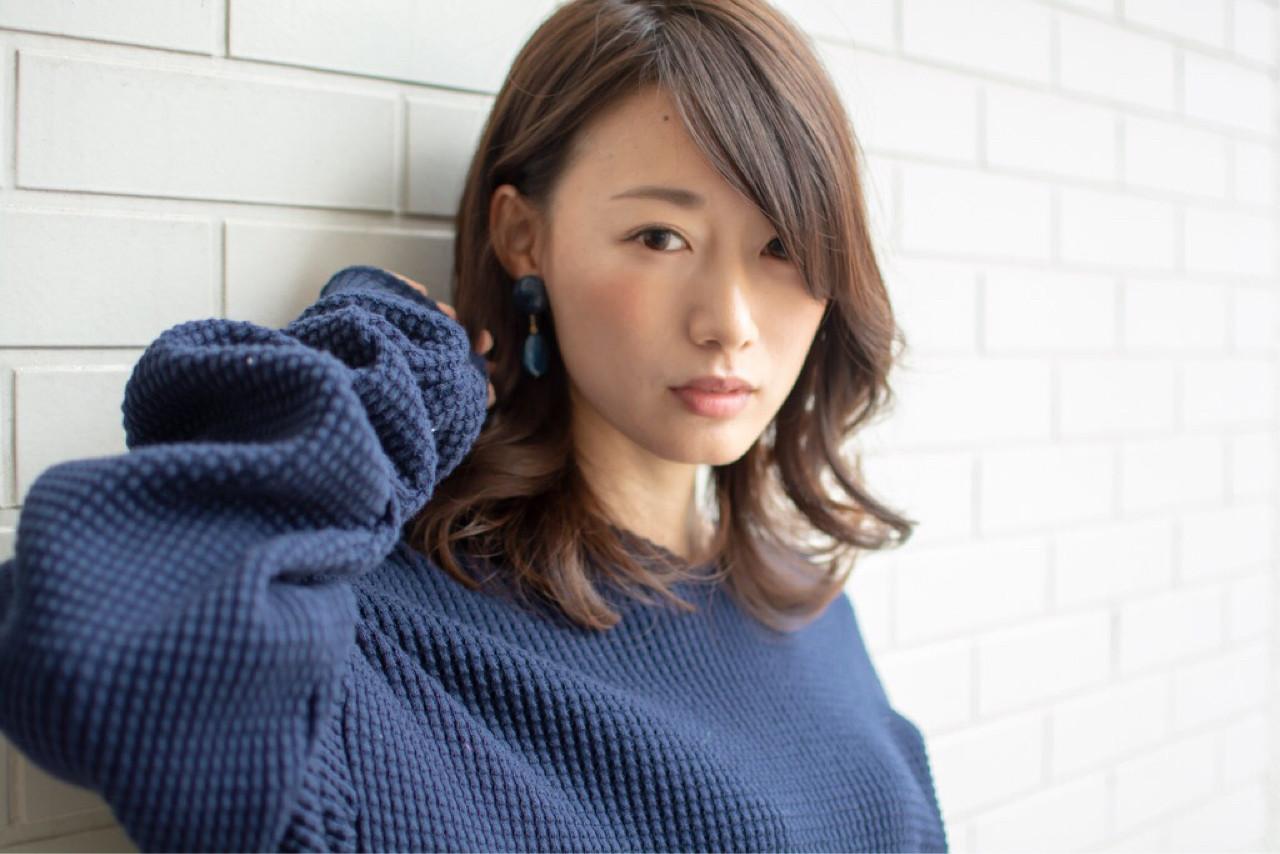 デート ミディアム ウェーブ 外国人風 ヘアスタイルや髪型の写真・画像