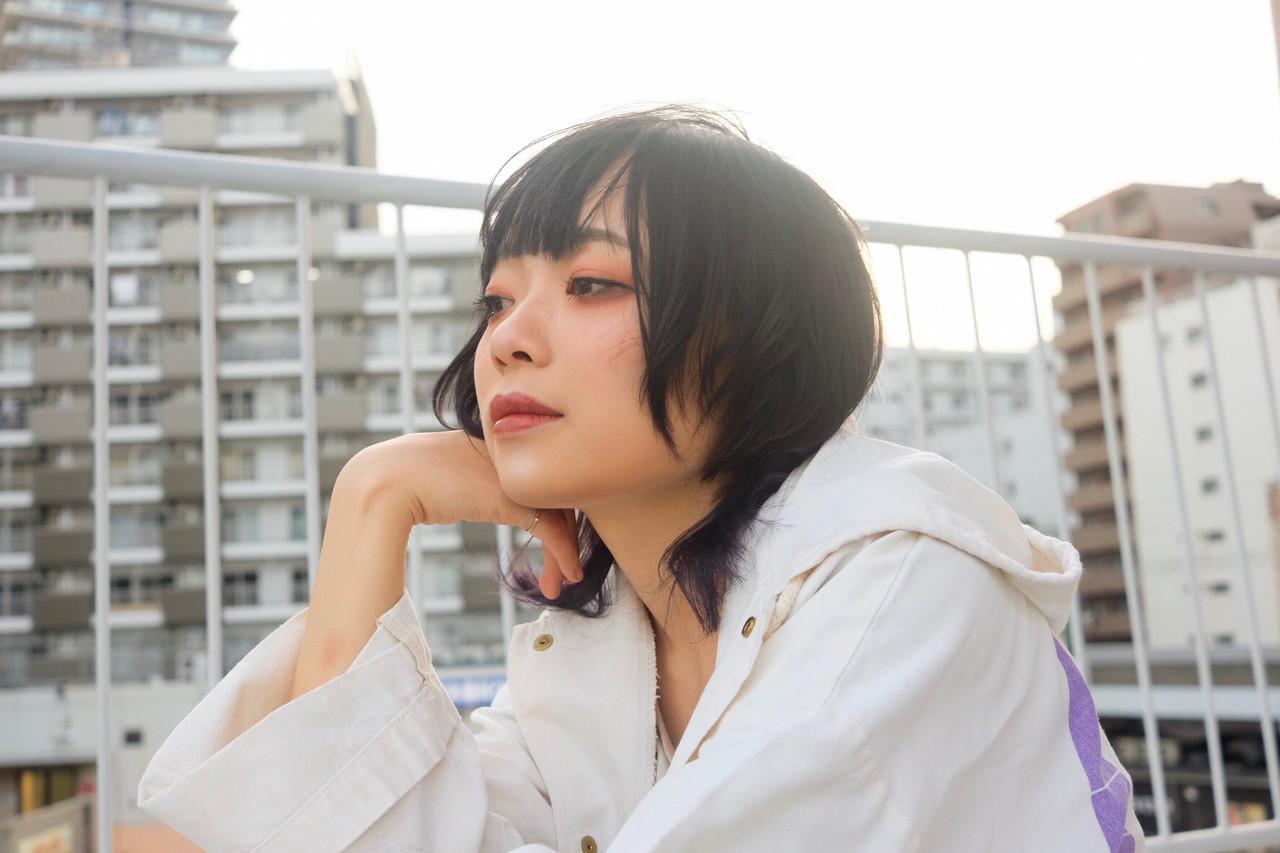 ウルフ女子 ウルフ ナチュラルウルフ 黒髪 ヘアスタイルや髪型の写真・画像 | マキシヤスアキ / KURAKU