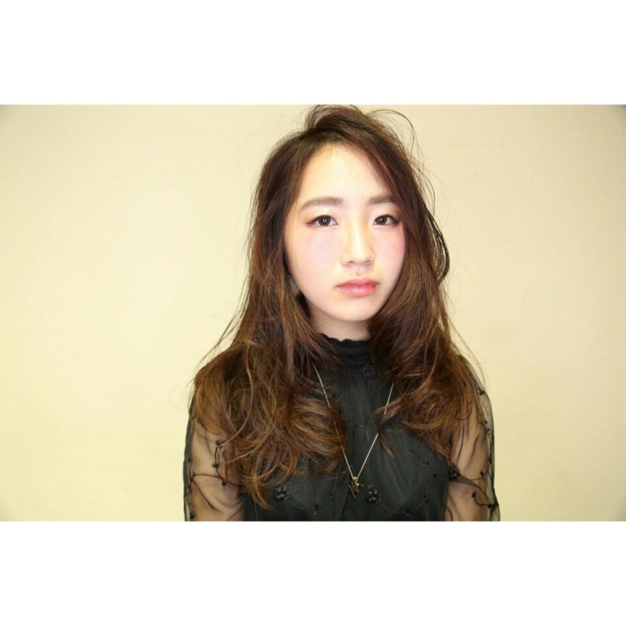 外国人風 ナチュラル 暗髪 アッシュ ヘアスタイルや髪型の写真・画像 | 濱上 円来 /