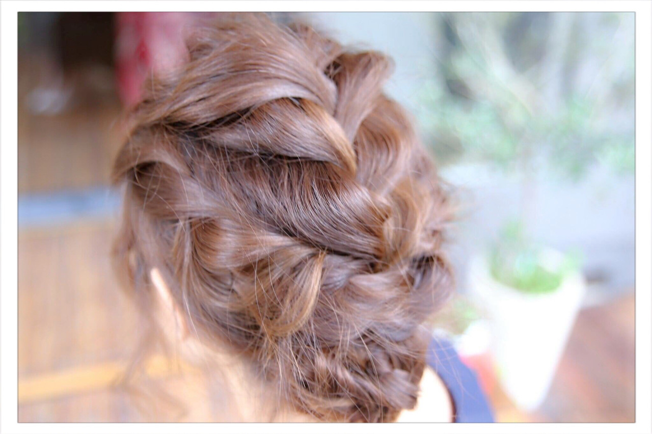 ロング ねじり 編み込み ヘアアレンジ ヘアスタイルや髪型の写真・画像 | 小野 圭介 / Salon de SADAM / Salon de SADAM (サロン ド サダム)