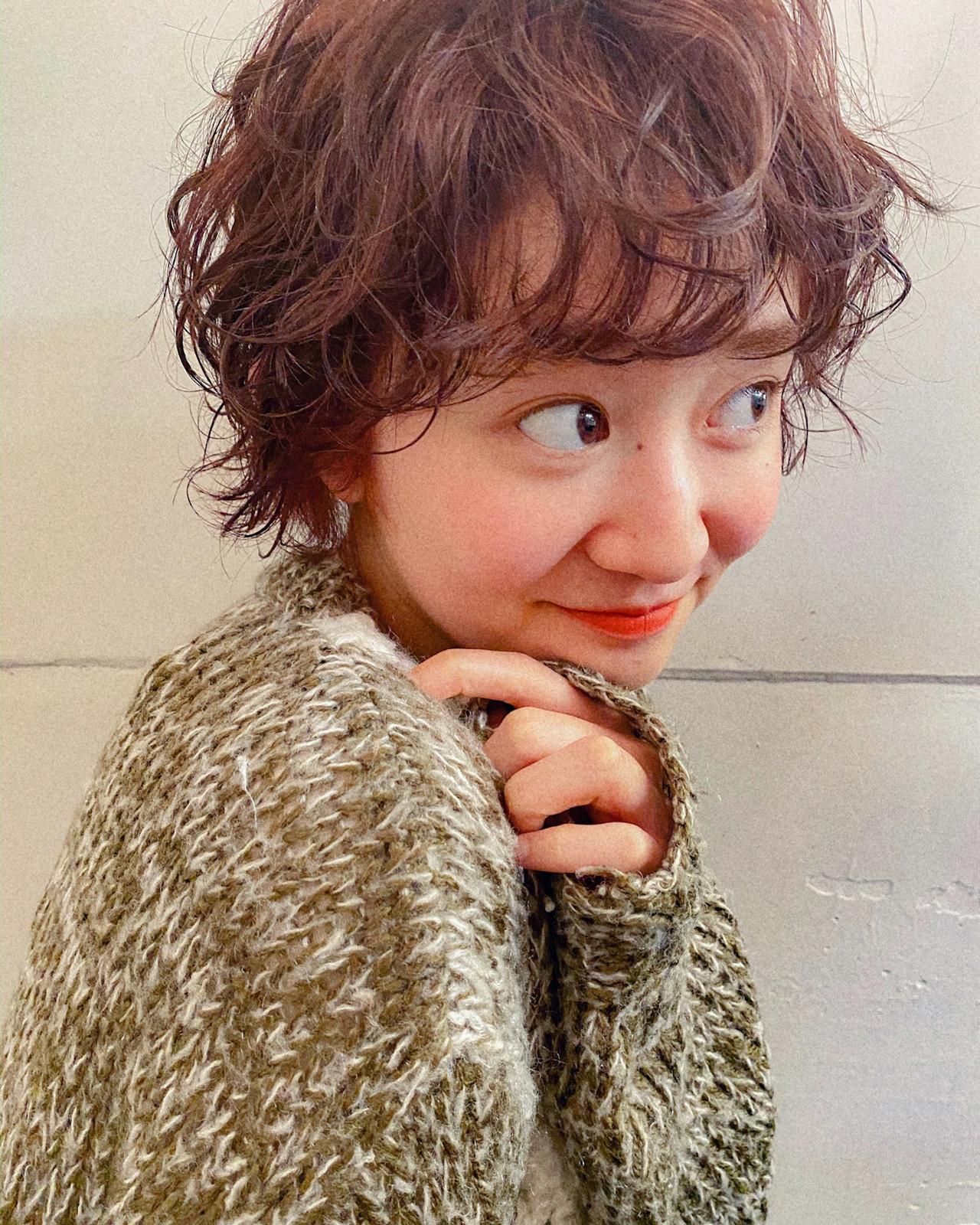 ナチュラル ショート オレンジブラウン ゆるふわパーマ ヘアスタイルや髪型の写真・画像