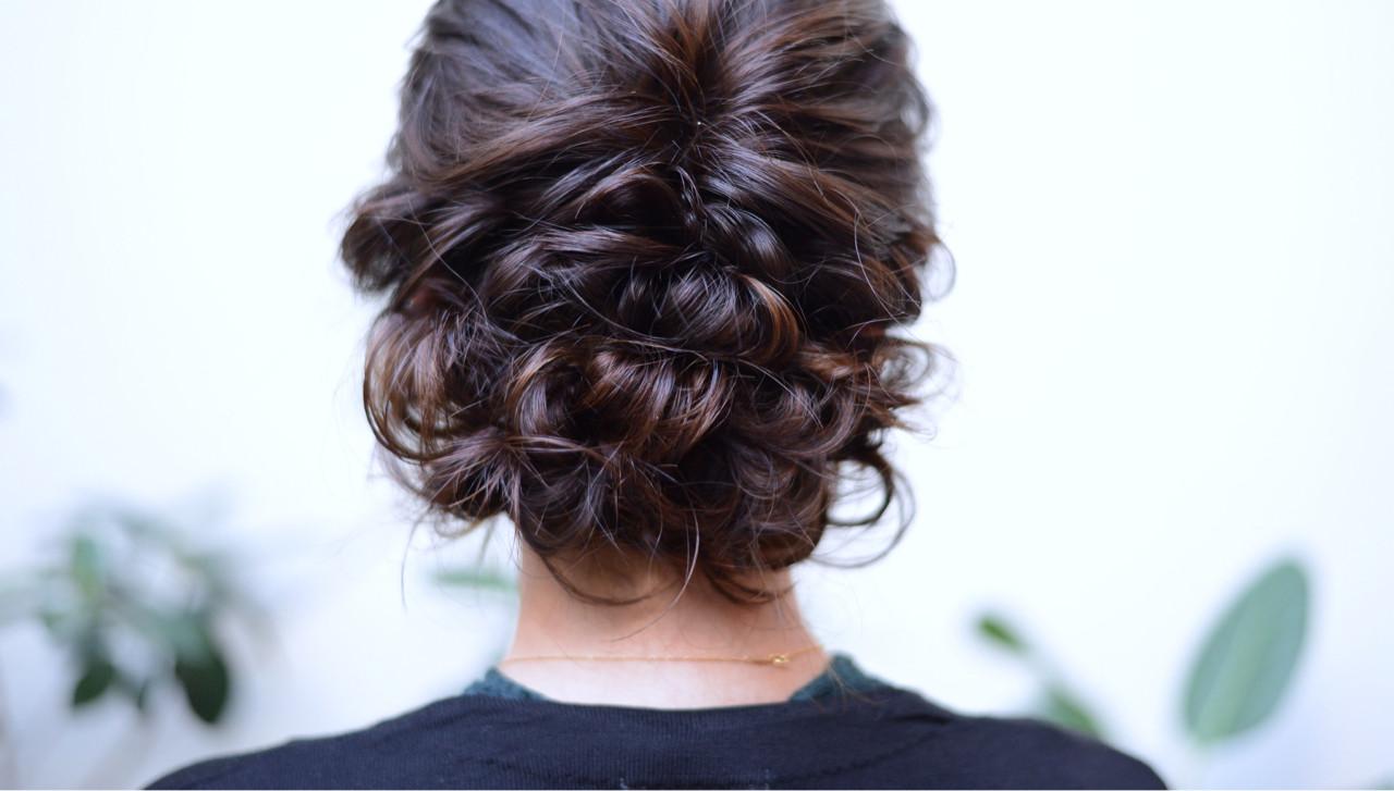 結婚式の髪型は美容院で手に入れる。迷いがちなヘア