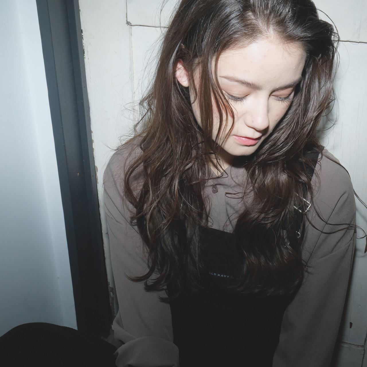 パーマ 小顔 アッシュ ナチュラル ヘアスタイルや髪型の写真・画像