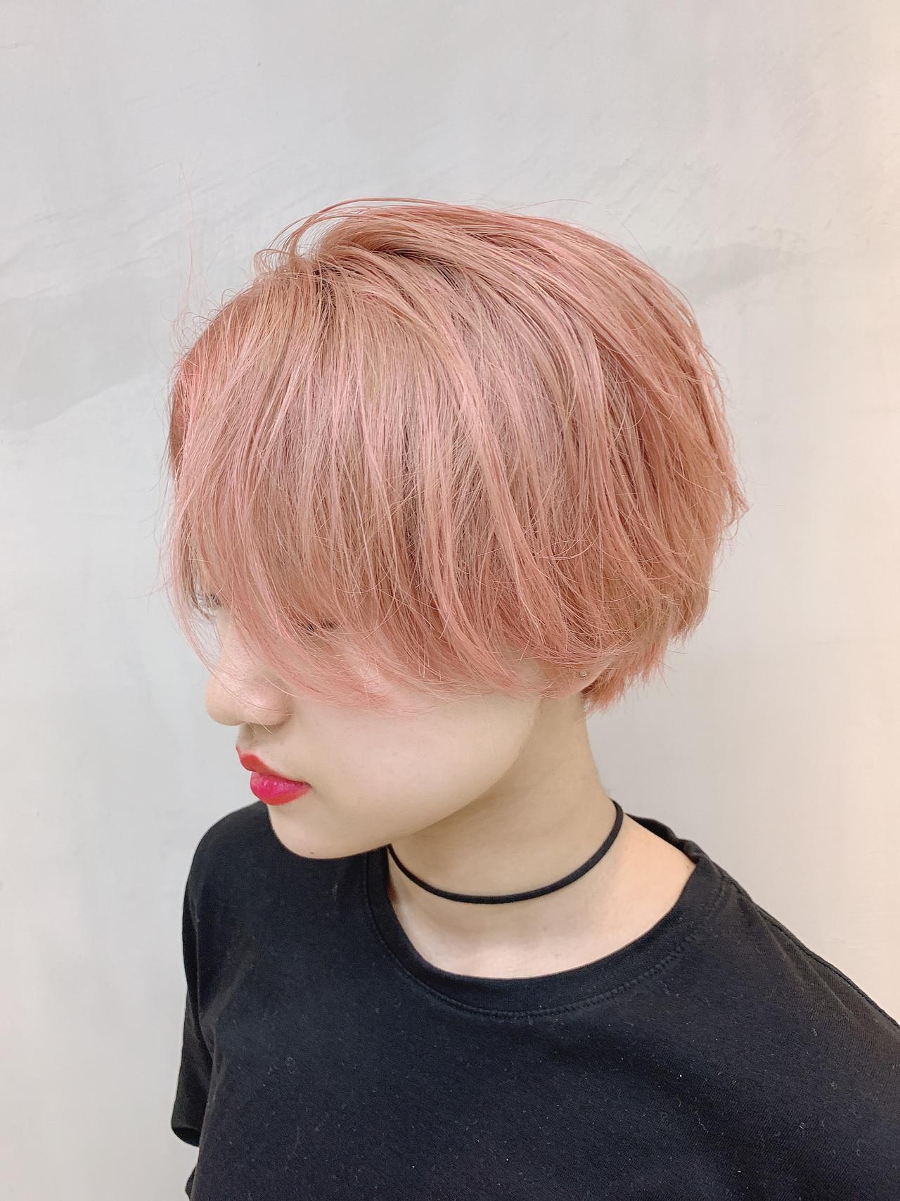 外国人風カラー ピンクベージュ ラズベリーピンク ショート ヘアスタイルや髪型の写真・画像