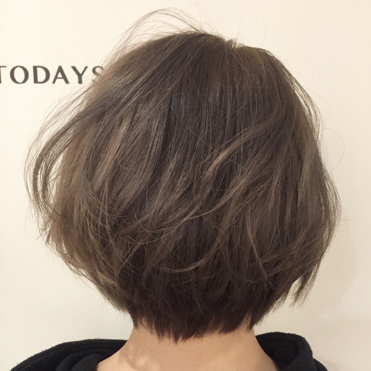 アッシュベージュ ブリーチ ストリート ショート ヘアスタイルや髪型の写真・画像   ナベ / EIGHT hair salon