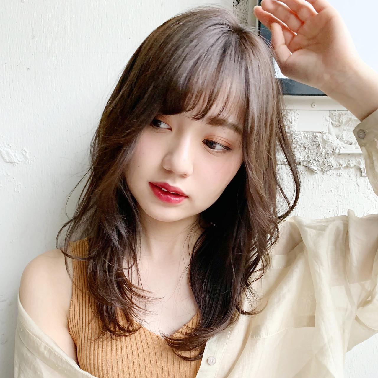 デジタルパーマ フェミニン 斜め前髪 ゆるふわ ヘアスタイルや髪型の写真・画像