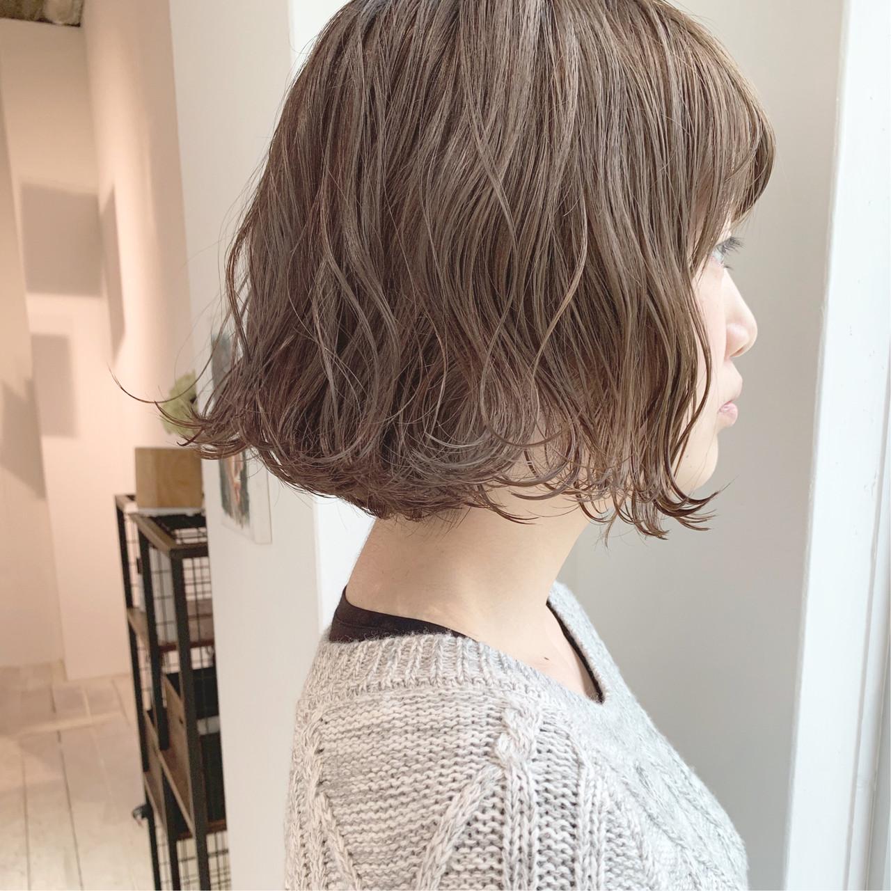 ミルクティーグレージュ アンニュイほつれヘア 大人かわいい ナチュラル ヘアスタイルや髪型の写真・画像