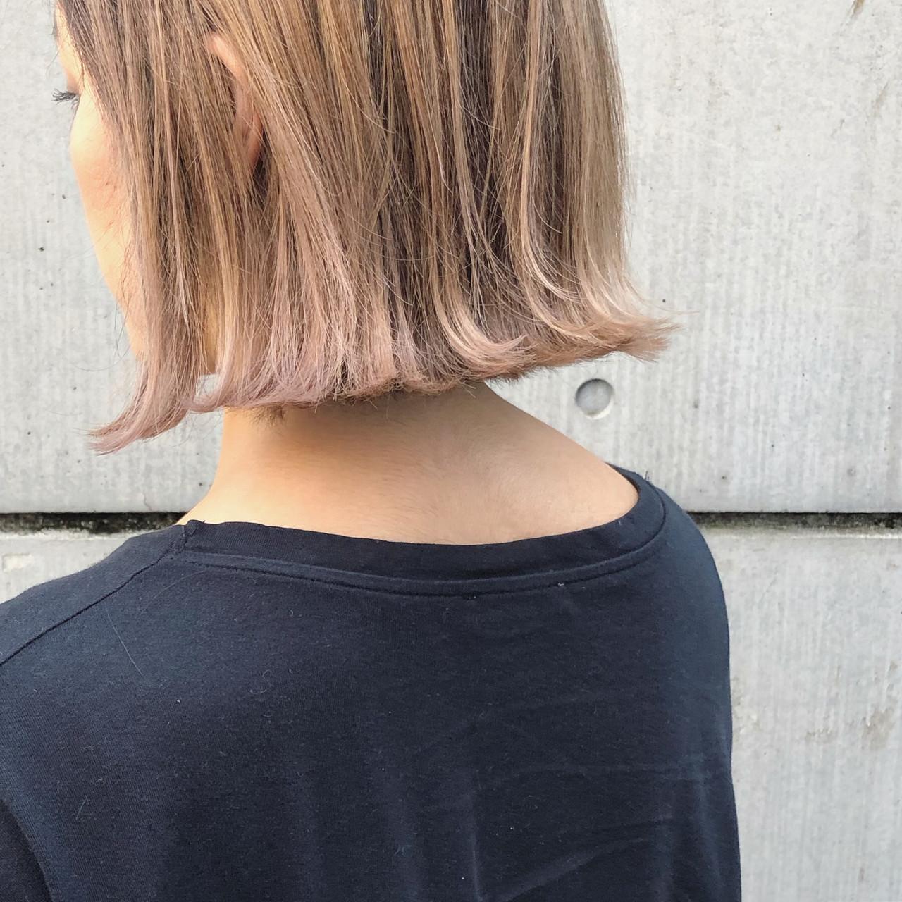 ダブルカラー ミニボブ インナーカラー 切りっぱなしボブ ヘアスタイルや髪型の写真・画像