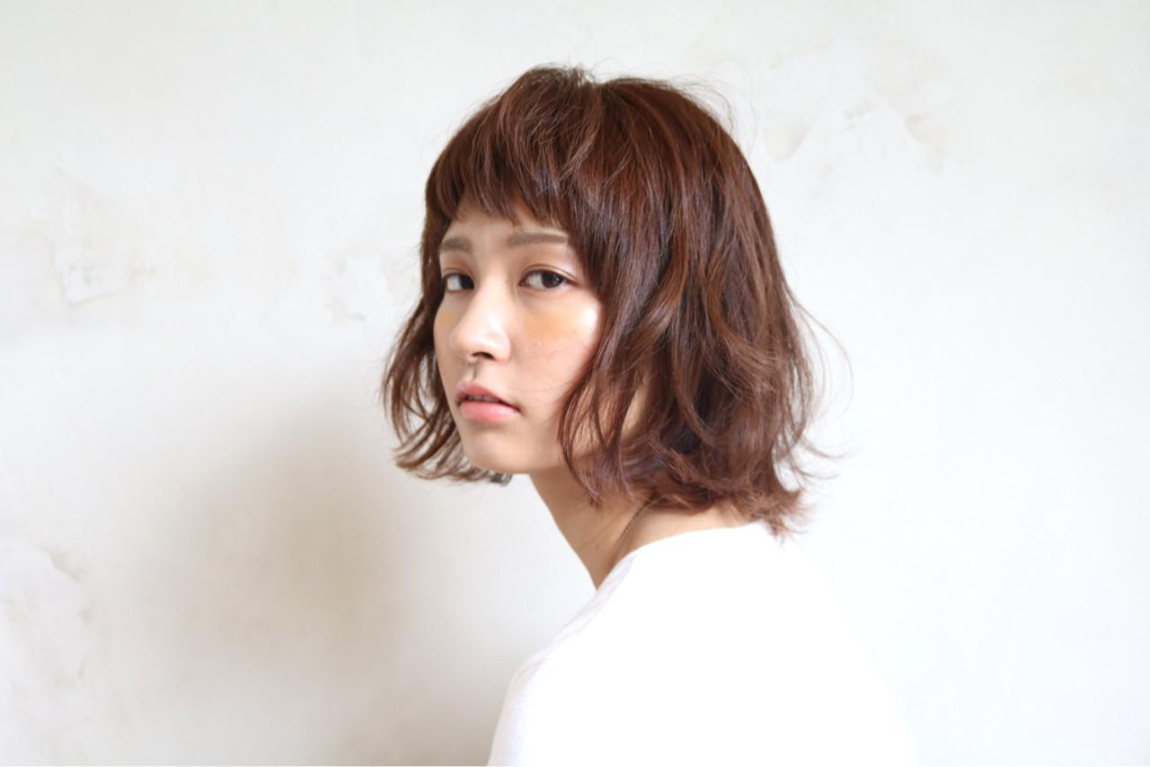 ボブ ストリート アッシュ ワイドバング ヘアスタイルや髪型の写真・画像