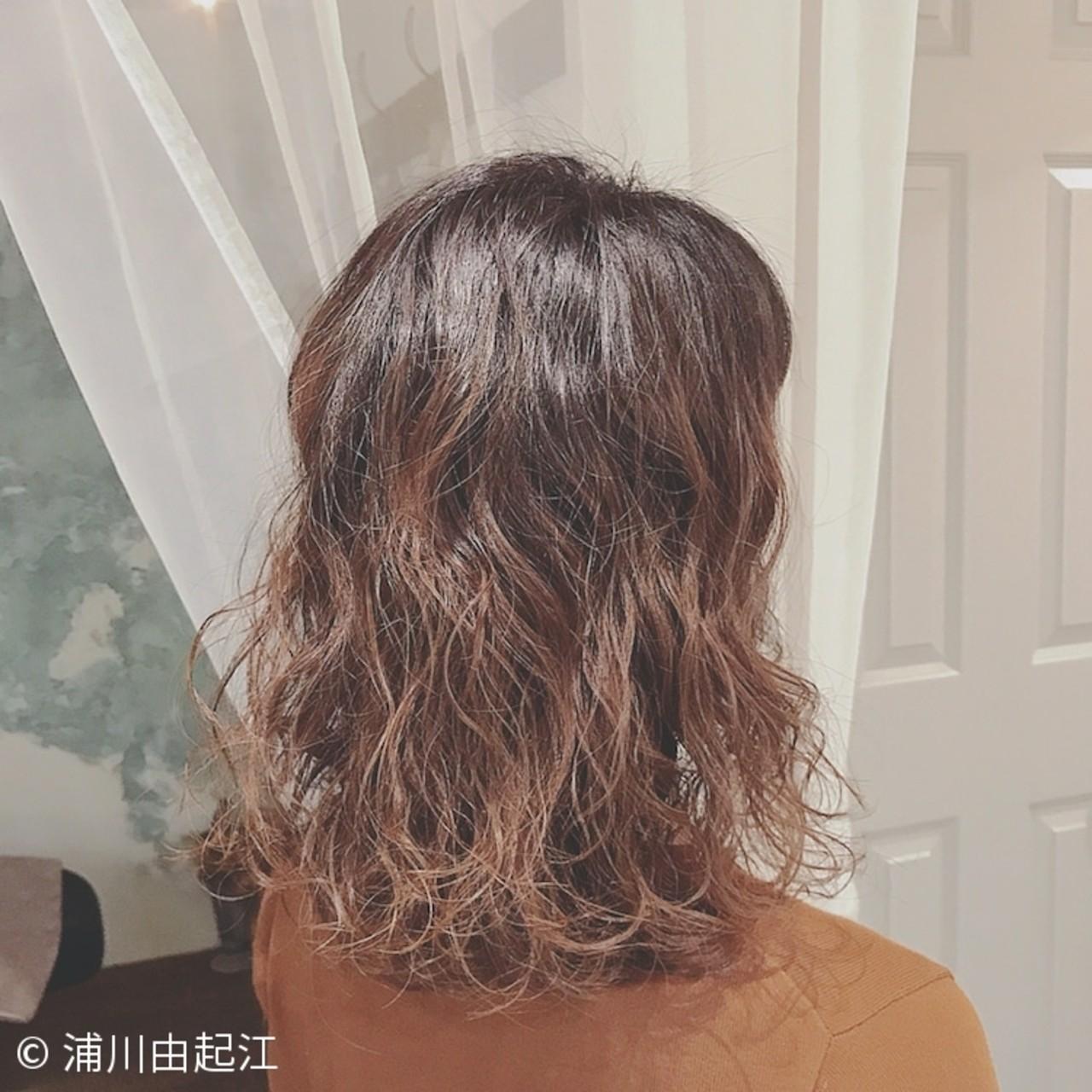 ミディアム ゆるふわ モード グラデーションカラー ヘアスタイルや髪型の写真・画像