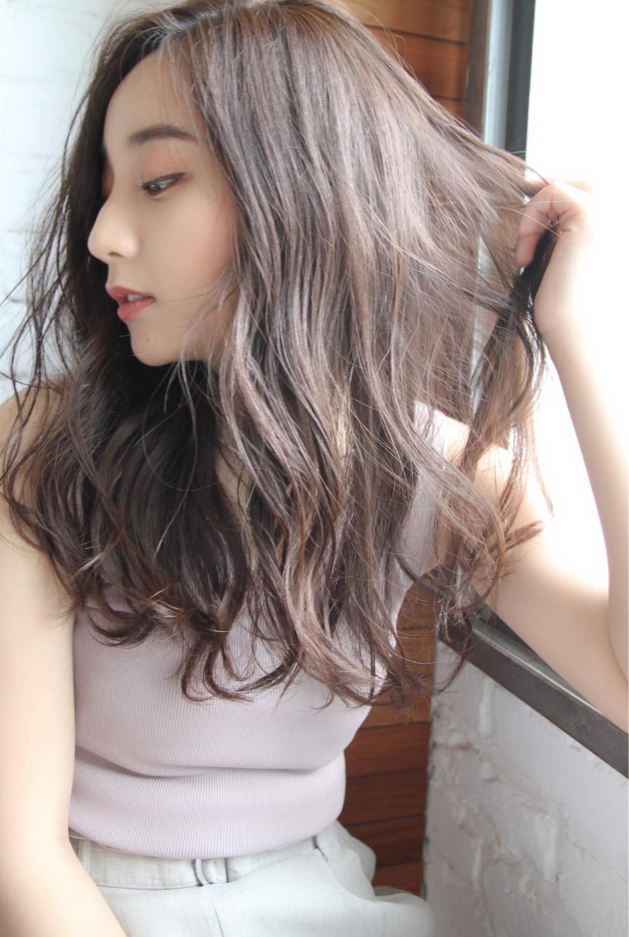 簡単ヘアアレンジ アウトドア パーマ ナチュラル ヘアスタイルや髪型の写真・画像 | 道村昌樹/chobii / chobii   GINZA