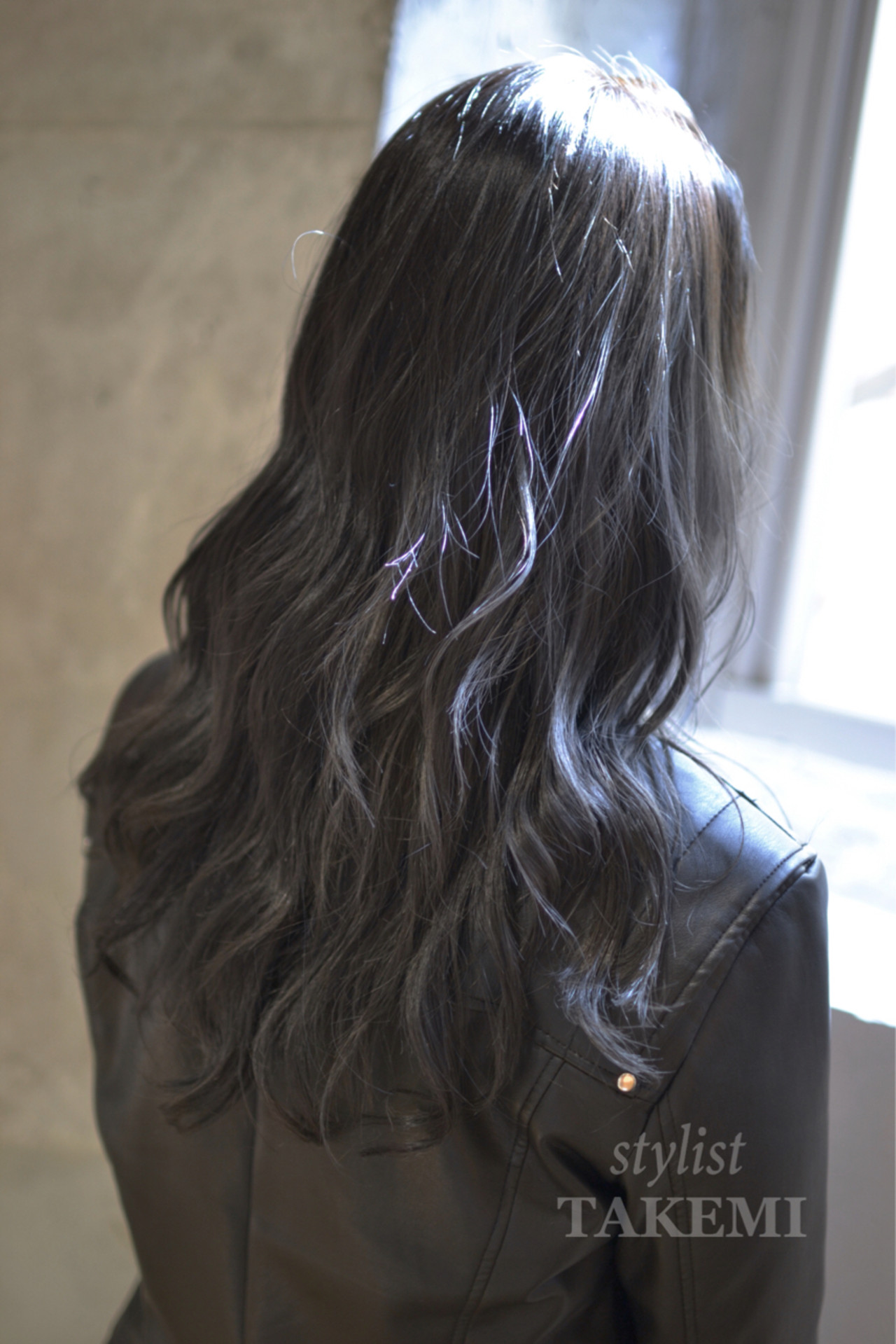 暗髪 外国人風 ロング 大人かわいい ヘアスタイルや髪型の写真・画像 | TAKEMI / BEBE 表参道