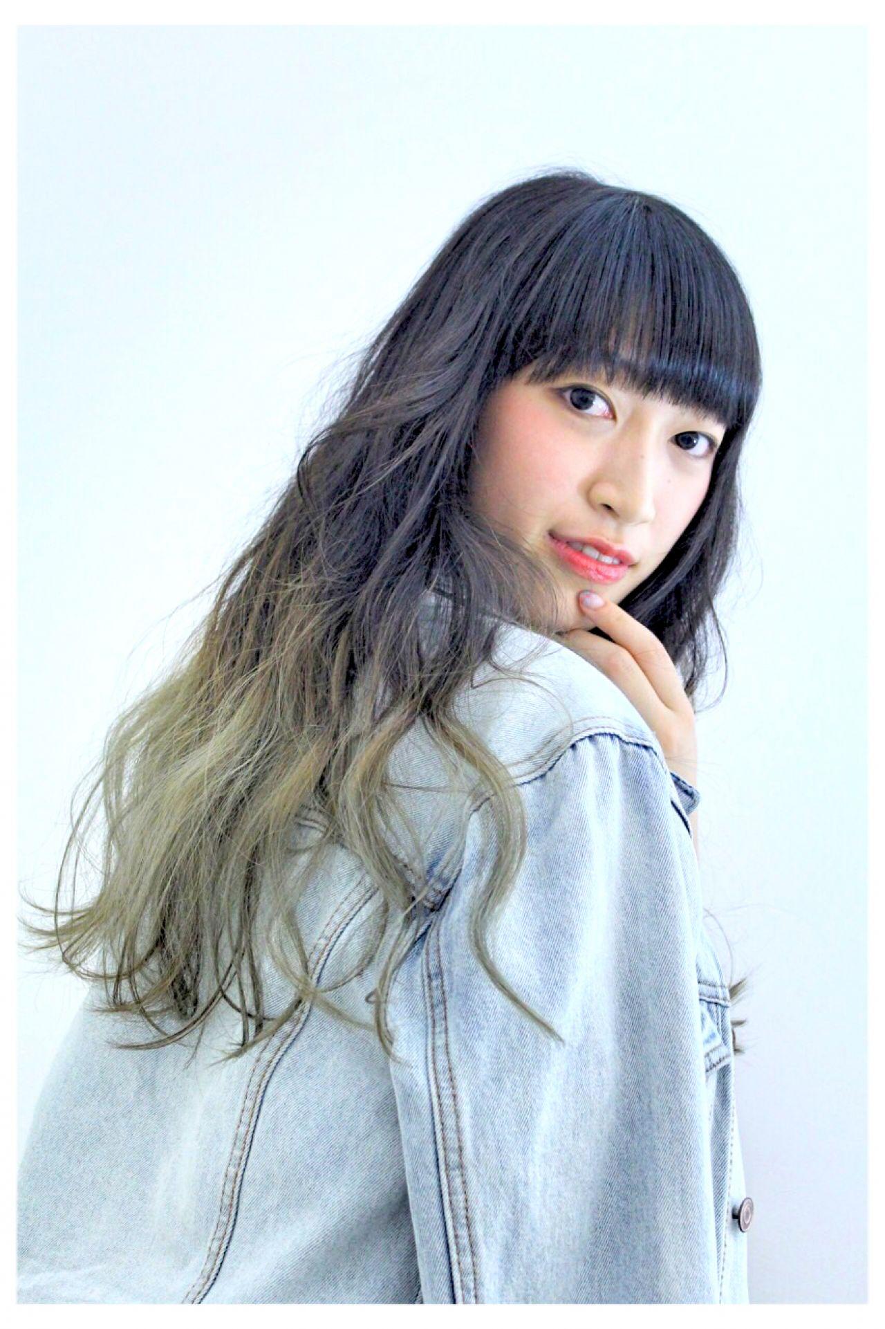 グレーアッシュ ロング アッシュグラデーション グラデーションカラー ヘアスタイルや髪型の写真・画像 | a m i /