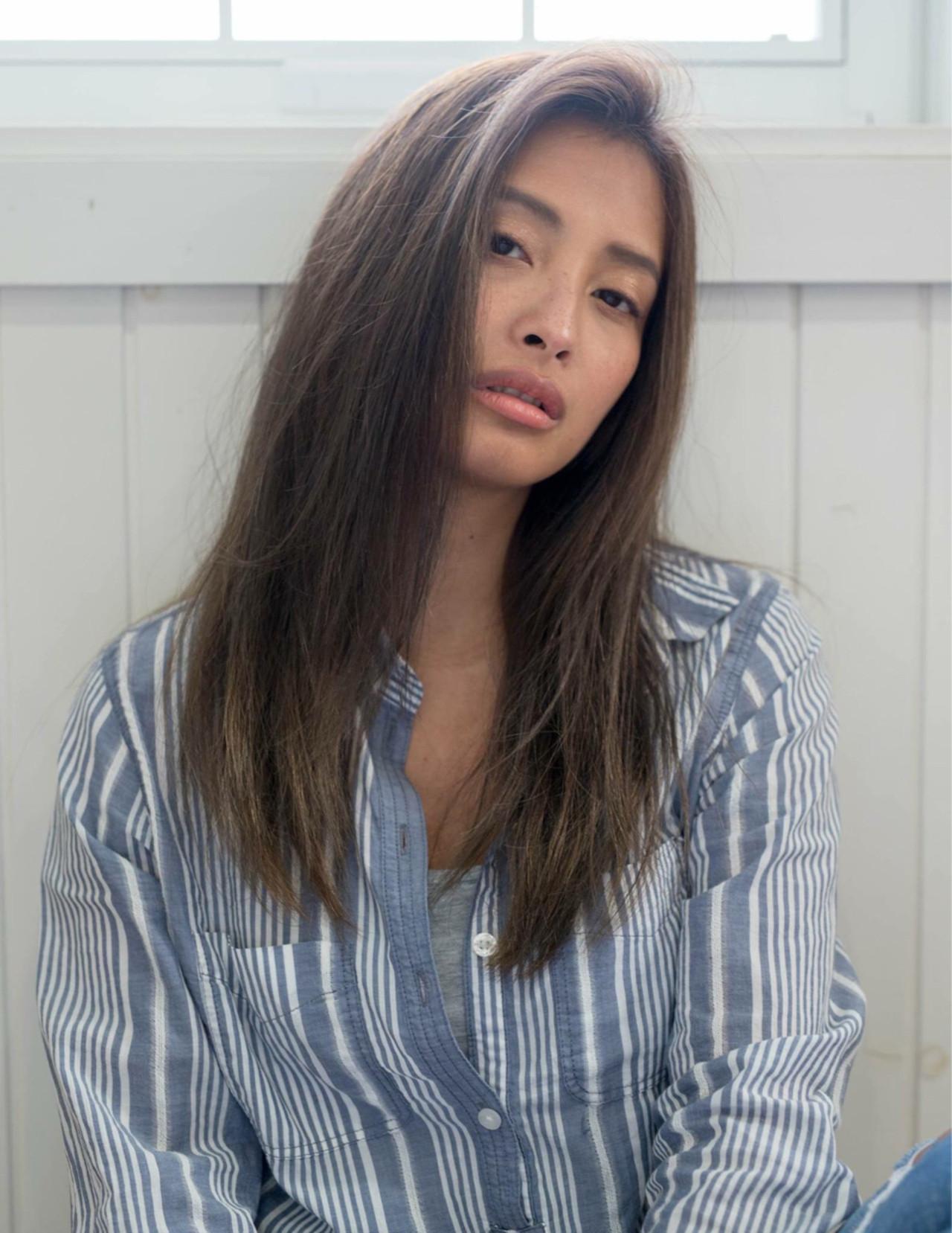 ストレート 大人女子 ナチュラル 小顔 ヘアスタイルや髪型の写真・画像