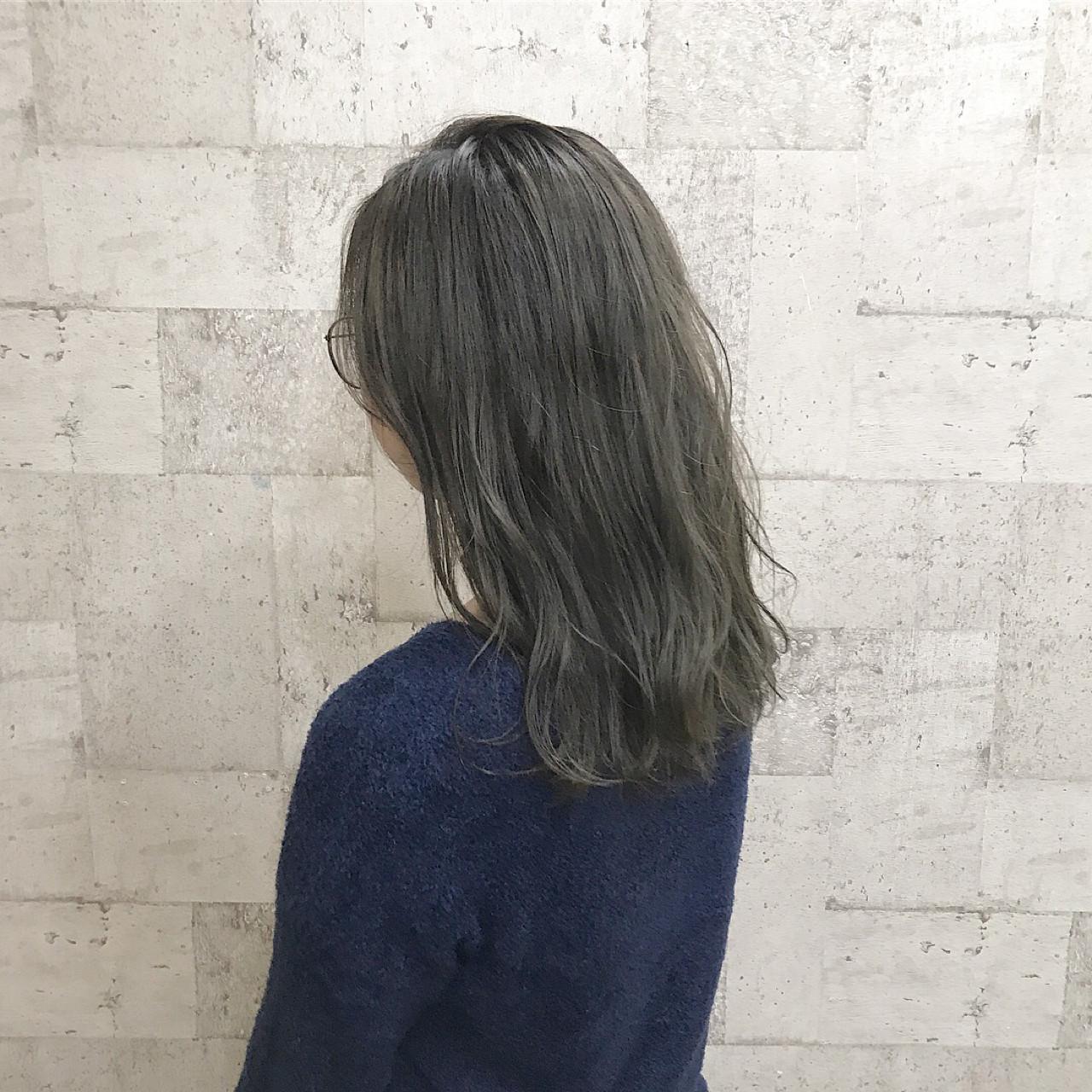 ダブルカラー ブリーチ ハイトーン 外国人風 ヘアスタイルや髪型の写真・画像 | ヨシダタイシ / CHERIE hairdesign