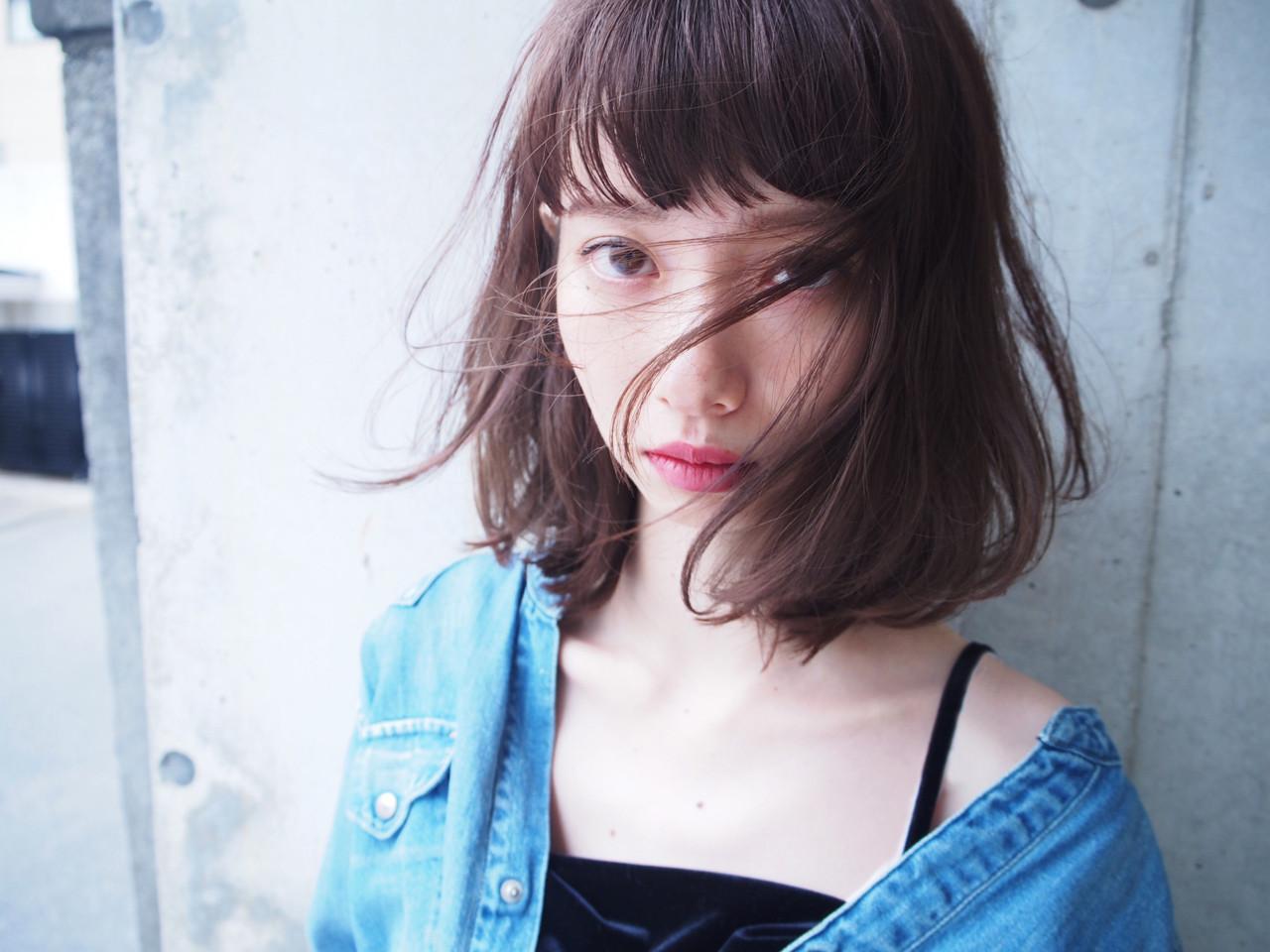 アッシュ パーマ 前髪あり ナチュラル ヘアスタイルや髪型の写真・画像