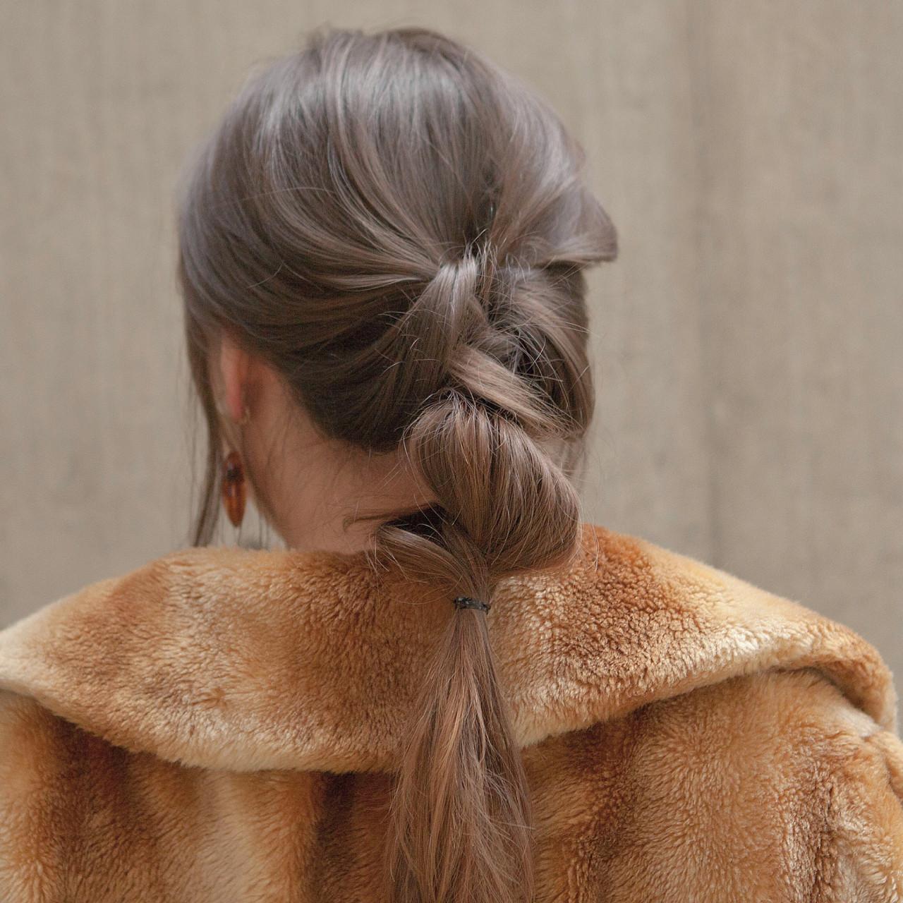 簡単ヘアアレンジ アッシュベージュ ナチュラル ヘアアレンジ ヘアスタイルや髪型の写真・画像 | タカハシ アヤミ / trail by ROVER