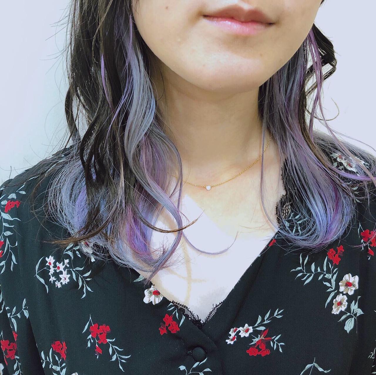 ミディアム ガーリー 外国人風 インナーカラー ヘアスタイルや髪型の写真・画像