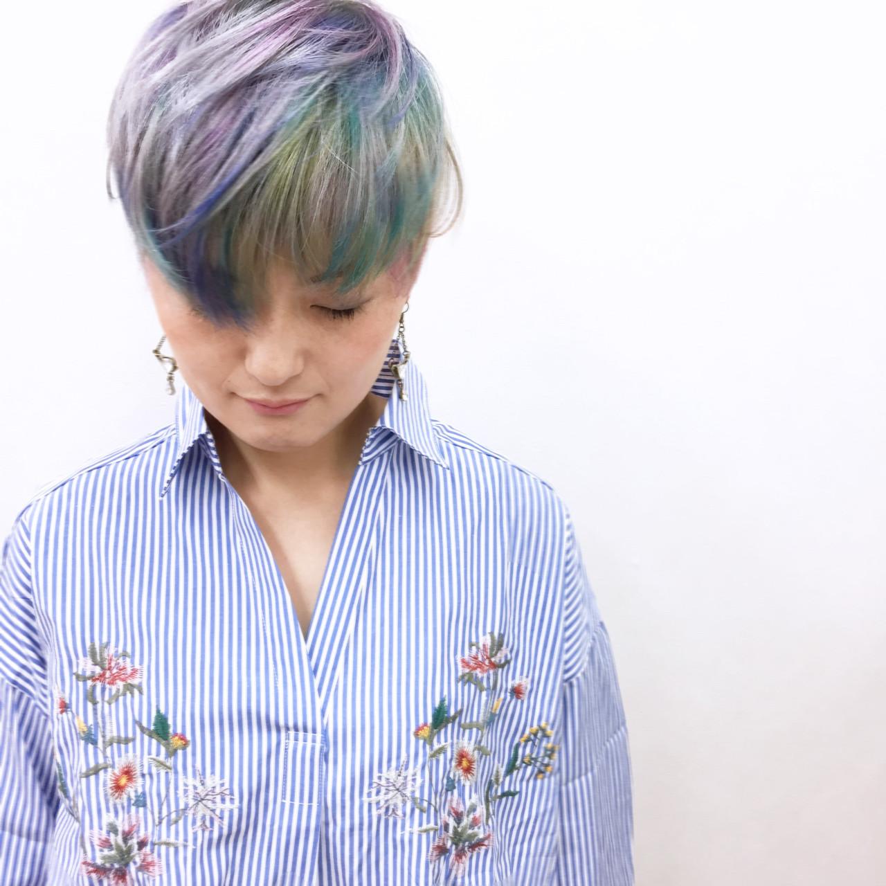 カラフルカラー 刈り上げ 個性的 モード ヘアスタイルや髪型の写真・画像