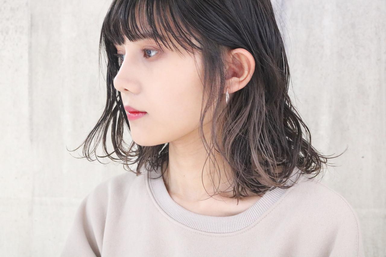 外国人風 ミディアム ミルクティーグレージュ インナーカラー ヘアスタイルや髪型の写真・画像