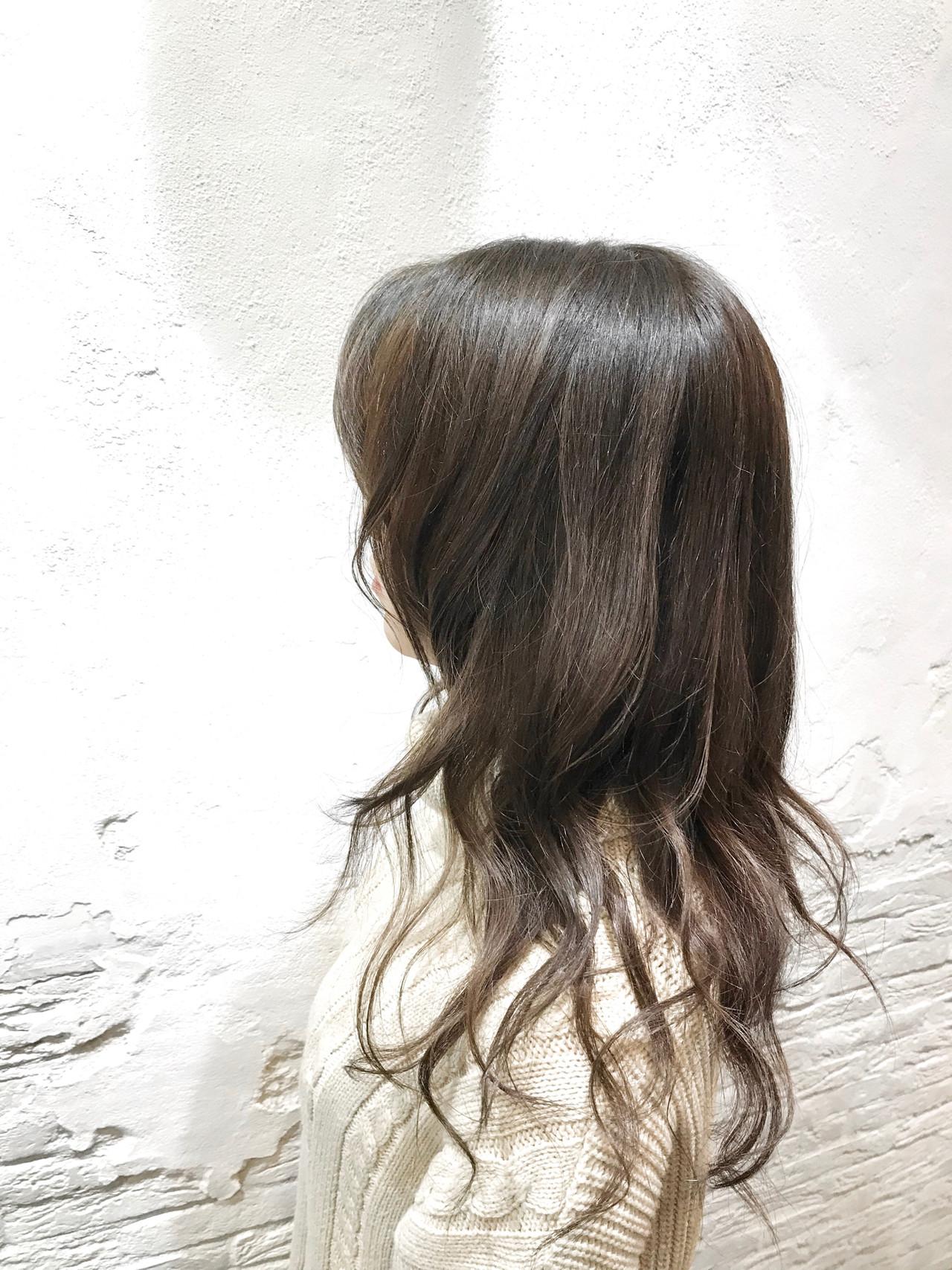 アッシュグレージュ グレージュ フェミニン レイヤースタイル ヘアスタイルや髪型の写真・画像