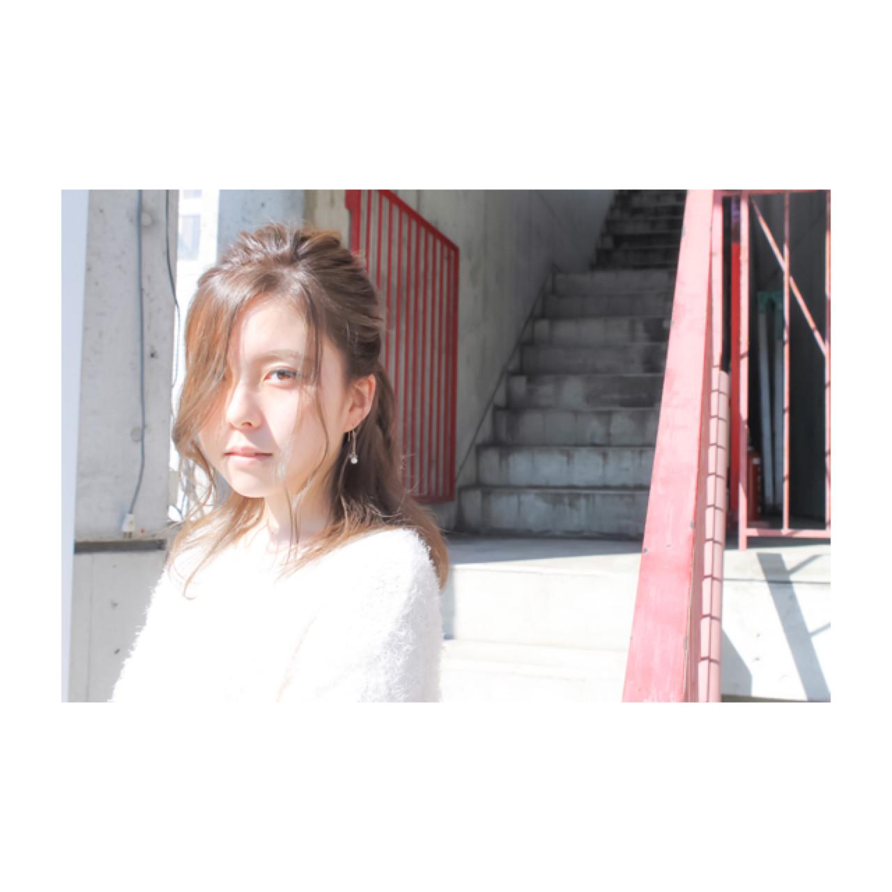 フェミニン 簡単ヘアアレンジ ウェーブ デート ヘアスタイルや髪型の写真・画像