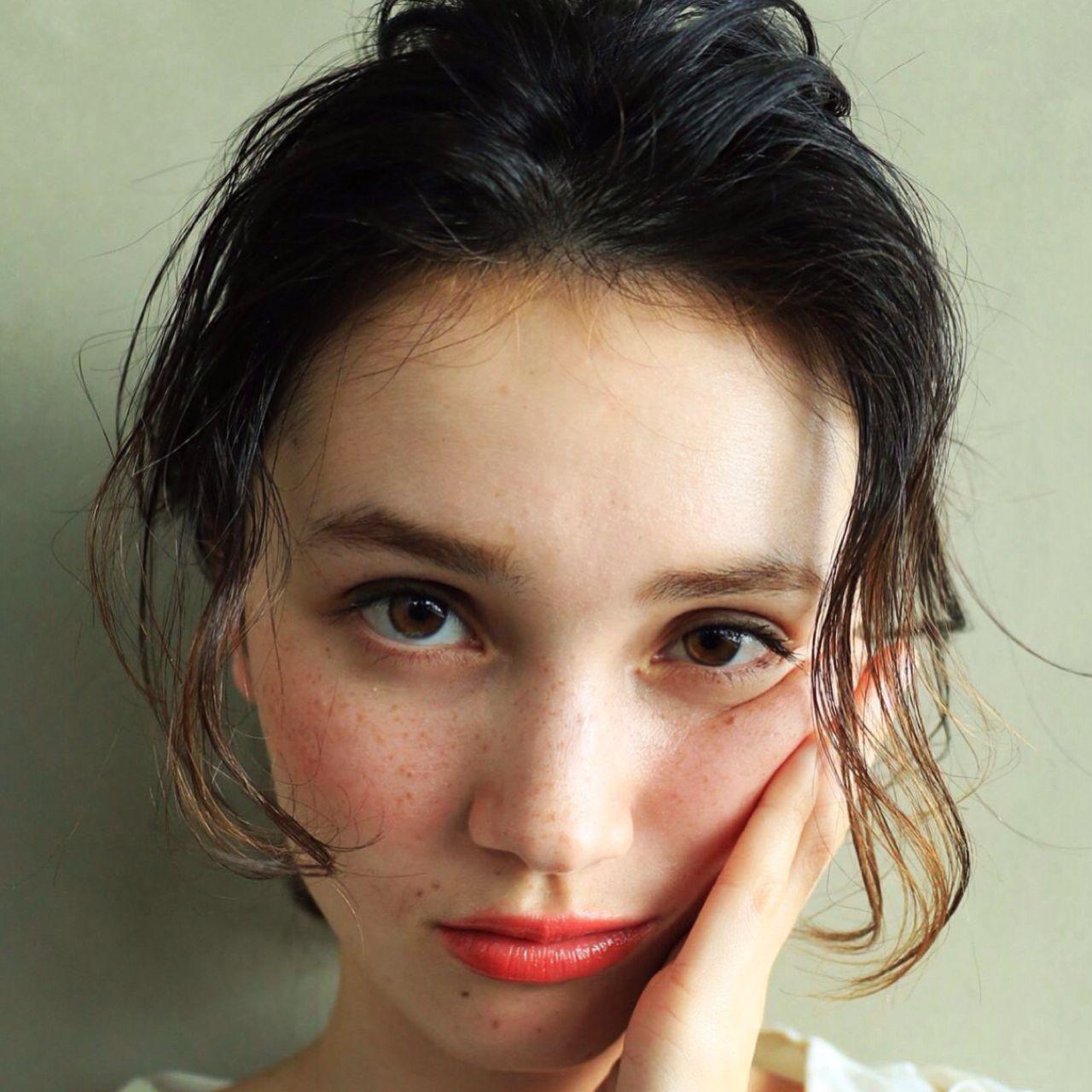 暗髪 センターパート 春 ナチュラル ヘアスタイルや髪型の写真・画像