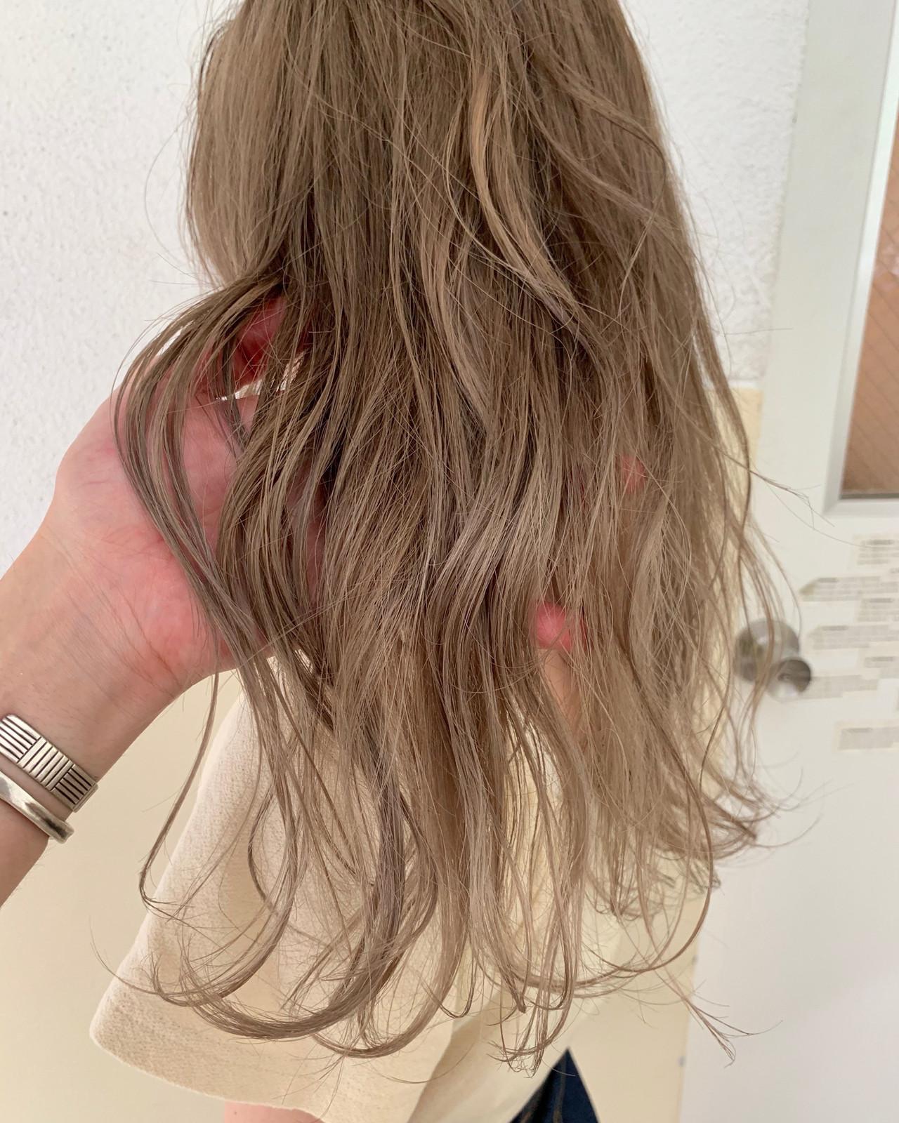 ベージュ ロング ブロンドカラー ダブルカラー ヘアスタイルや髪型の写真・画像   福岡 天神 上山 拓也 / Ticrohair