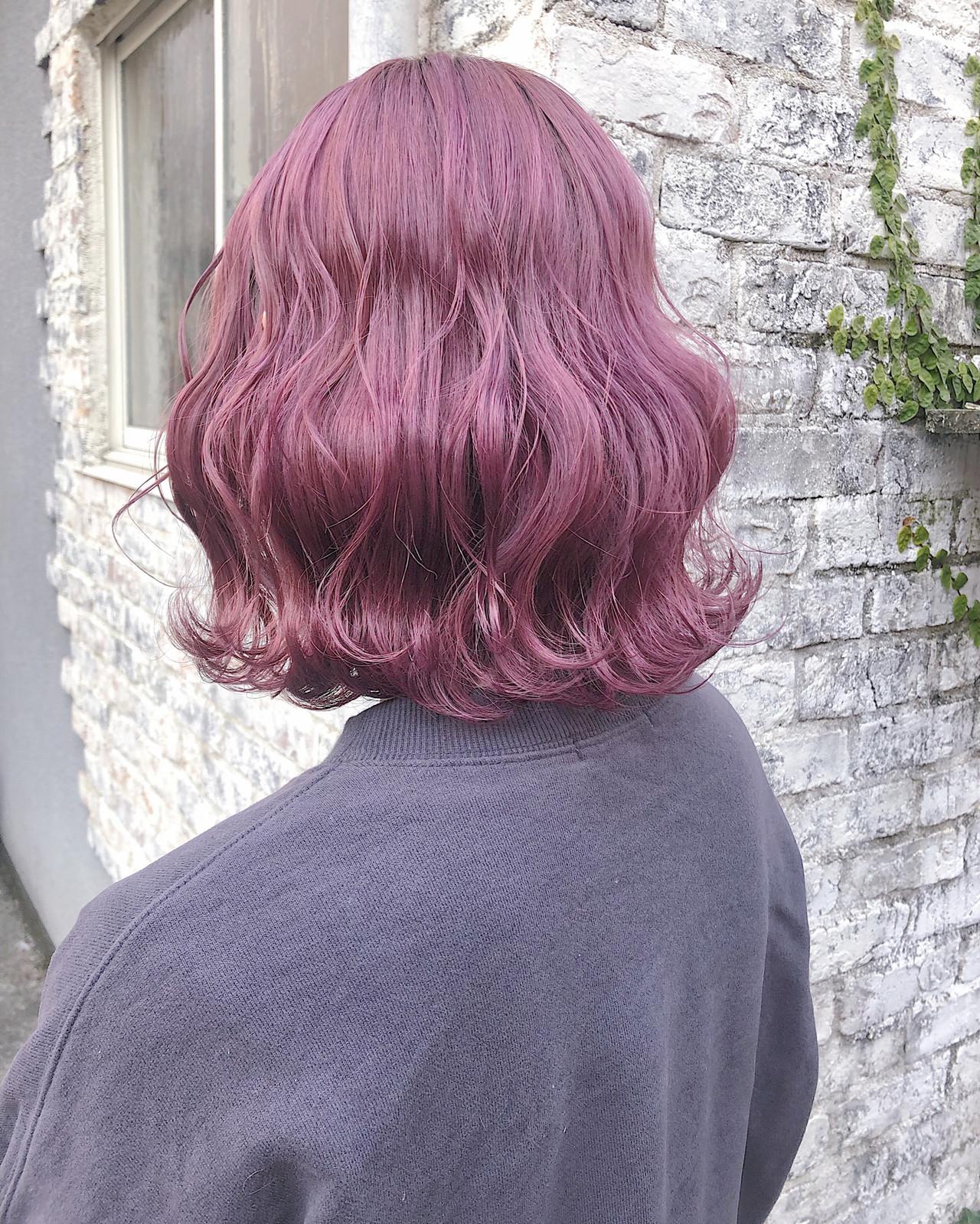 ラベンダーカラー 波ウェーブ ボブ ピンクカラー ヘアスタイルや髪型の写真・画像
