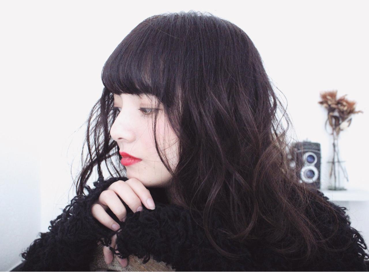 外国人風 黒髪 ロング 前髪あり ヘアスタイルや髪型の写真・画像