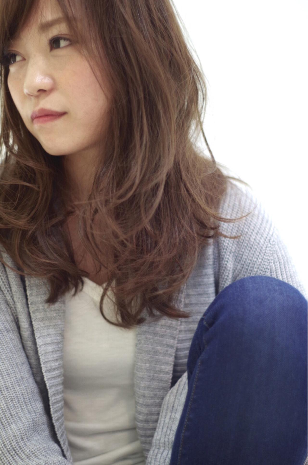 セミロング 外国人風 暗髪 大人かわいい ヘアスタイルや髪型の写真・画像   水上 雅裕 / ICHARI
