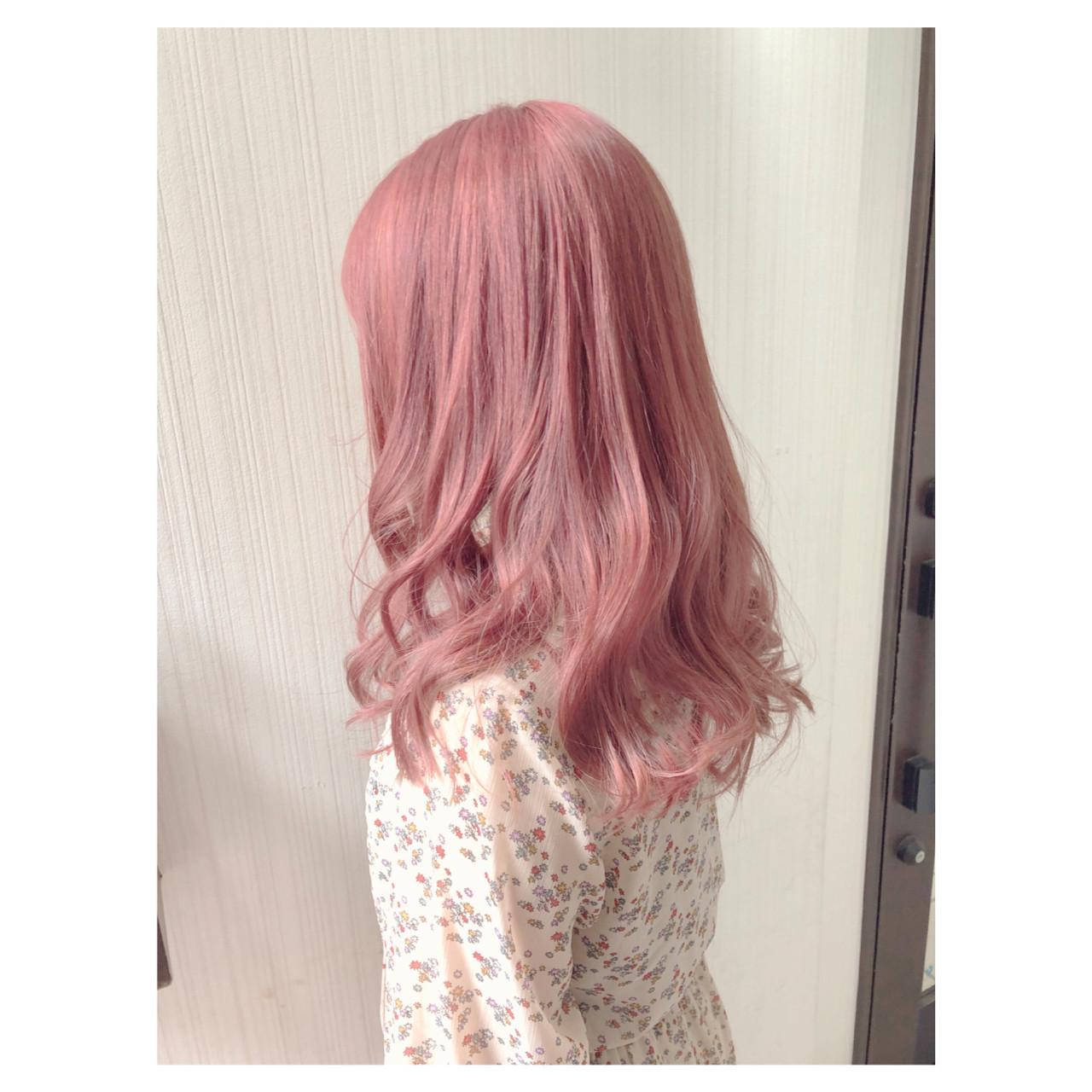 外国人風カラー ピンクベージュ アンニュイほつれヘア ヘアアレンジ ヘアスタイルや髪型の写真・画像