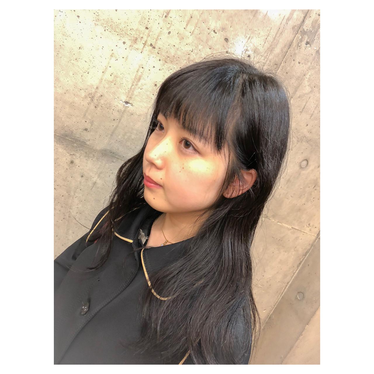 ミディアム 前髪パッツン シースルーバング ナチュラル ヘアスタイルや髪型の写真・画像