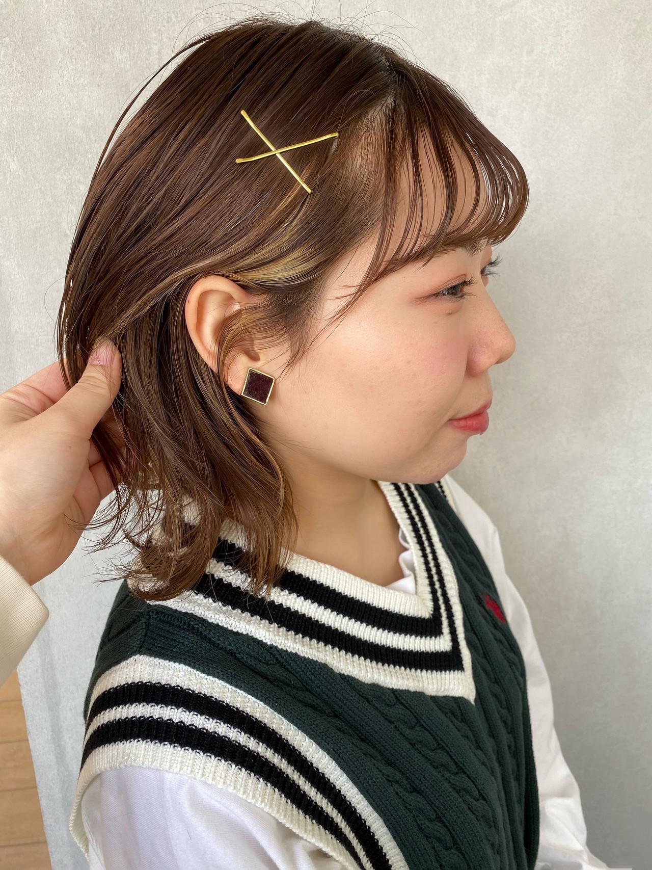 セルフアレンジ ゴールドピン インナーカラー ミディアム ヘアスタイルや髪型の写真・画像