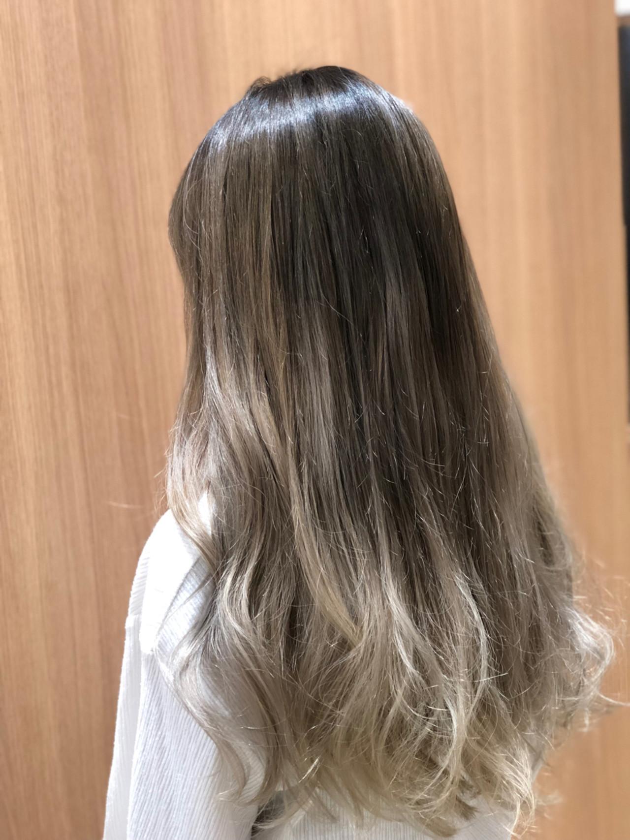 グレージュ モード ブリーチ ミルクティーベージュ ヘアスタイルや髪型の写真・画像   一場 優人 / Salon.de.jun