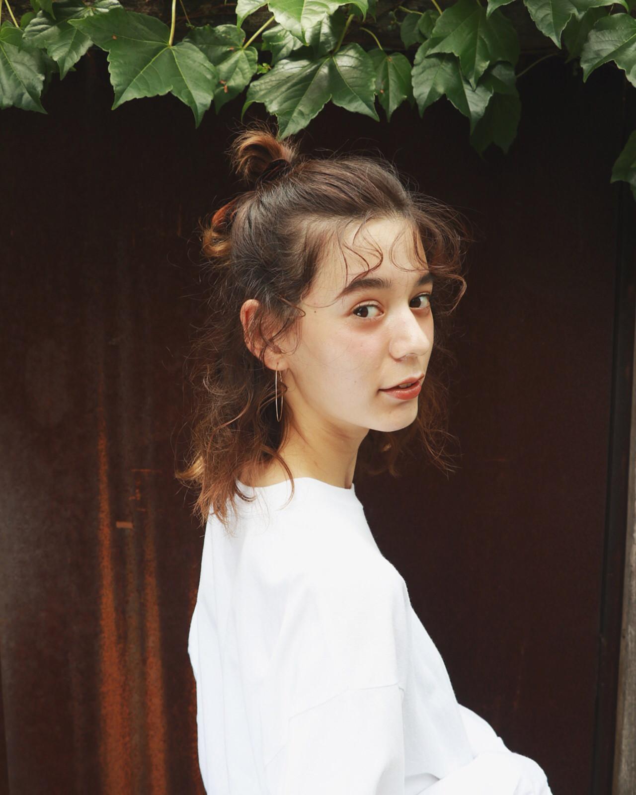 デート ハーフアップ こなれ感 お団子 ヘアスタイルや髪型の写真・画像