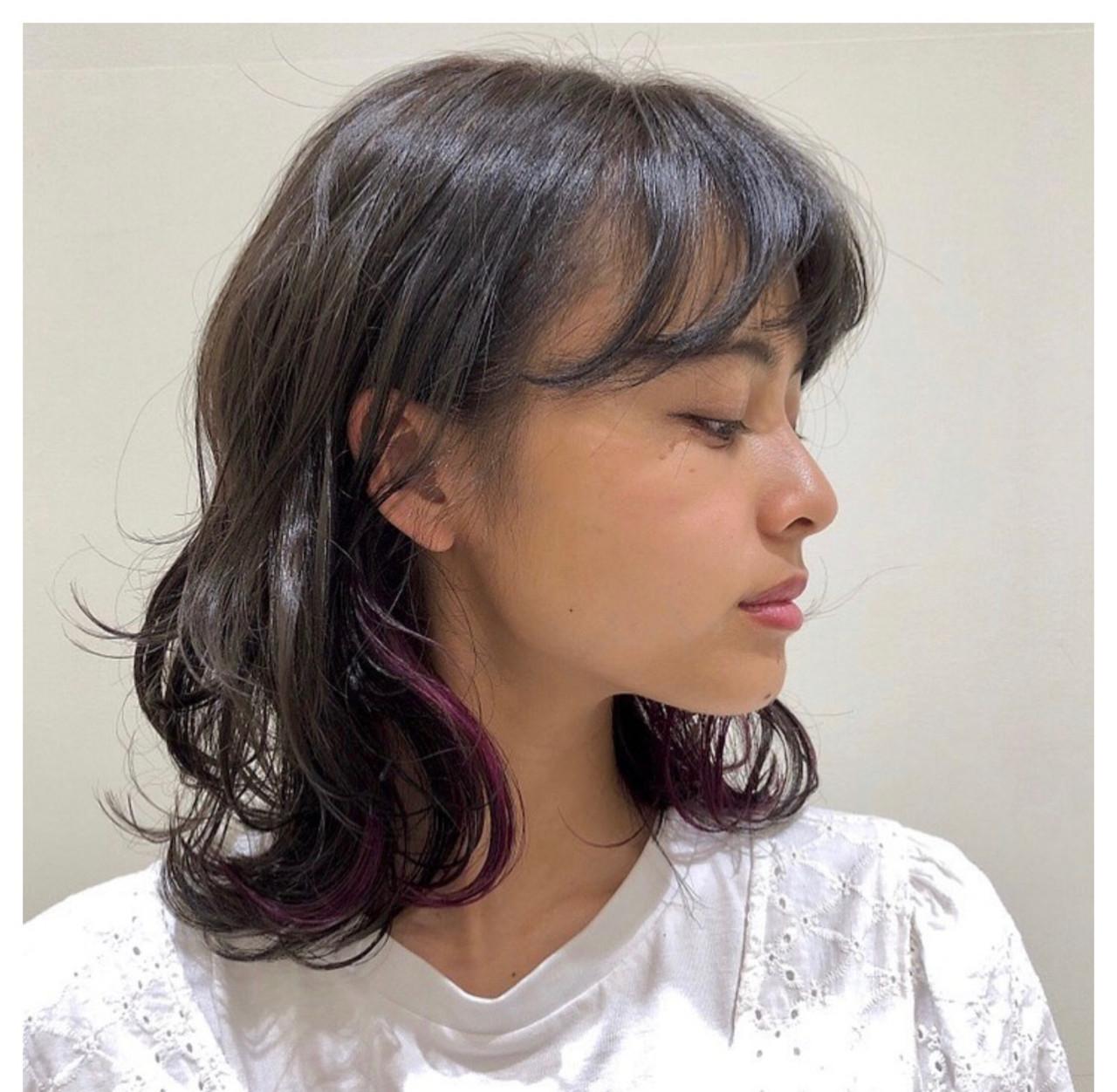 インナーカラー ミディアム ピンクカラー ポイントカラー ヘアスタイルや髪型の写真・画像