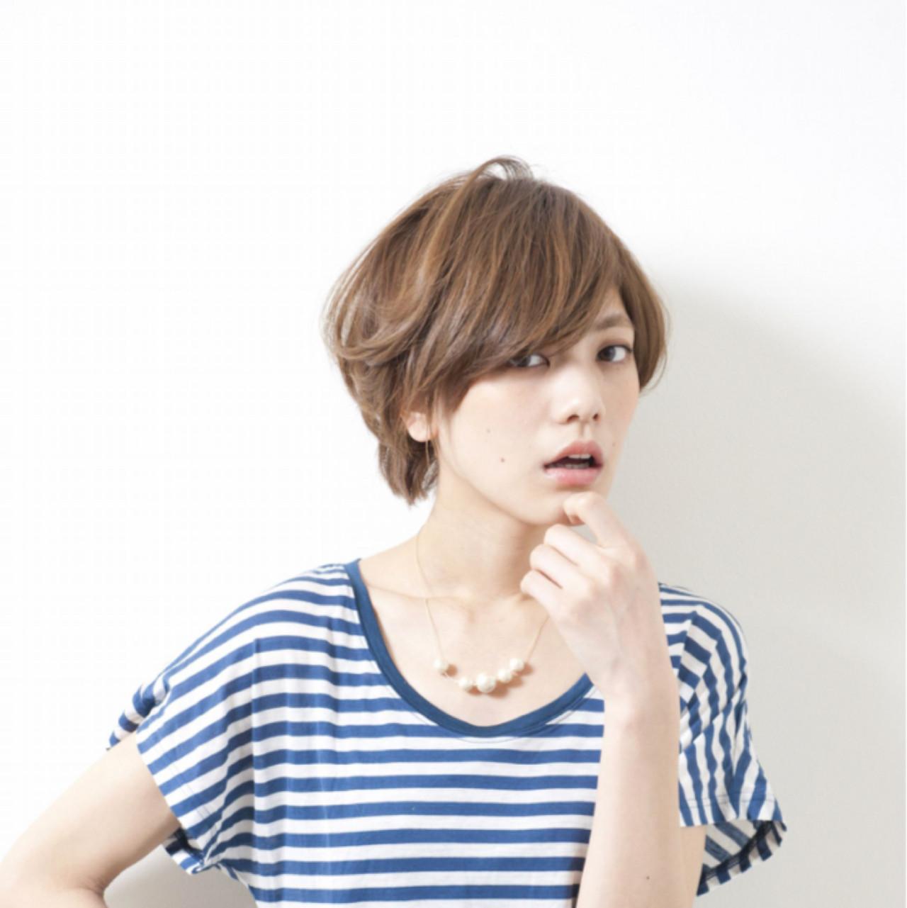 小顔 アッシュ ショート ナチュラル ヘアスタイルや髪型の写真・画像