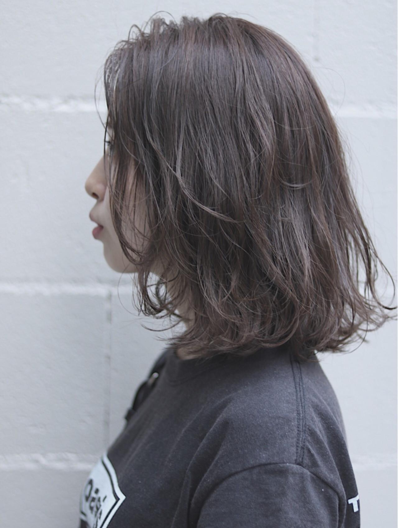 イルミナカラー ミディアム デート グレージュ ヘアスタイルや髪型の写真・画像