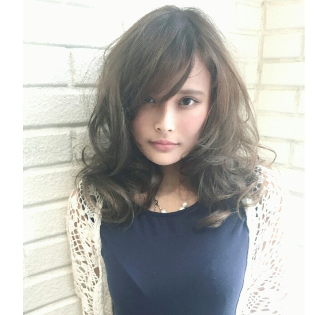 外国人風 ハイライト ピュア セミロング ヘアスタイルや髪型の写真・画像